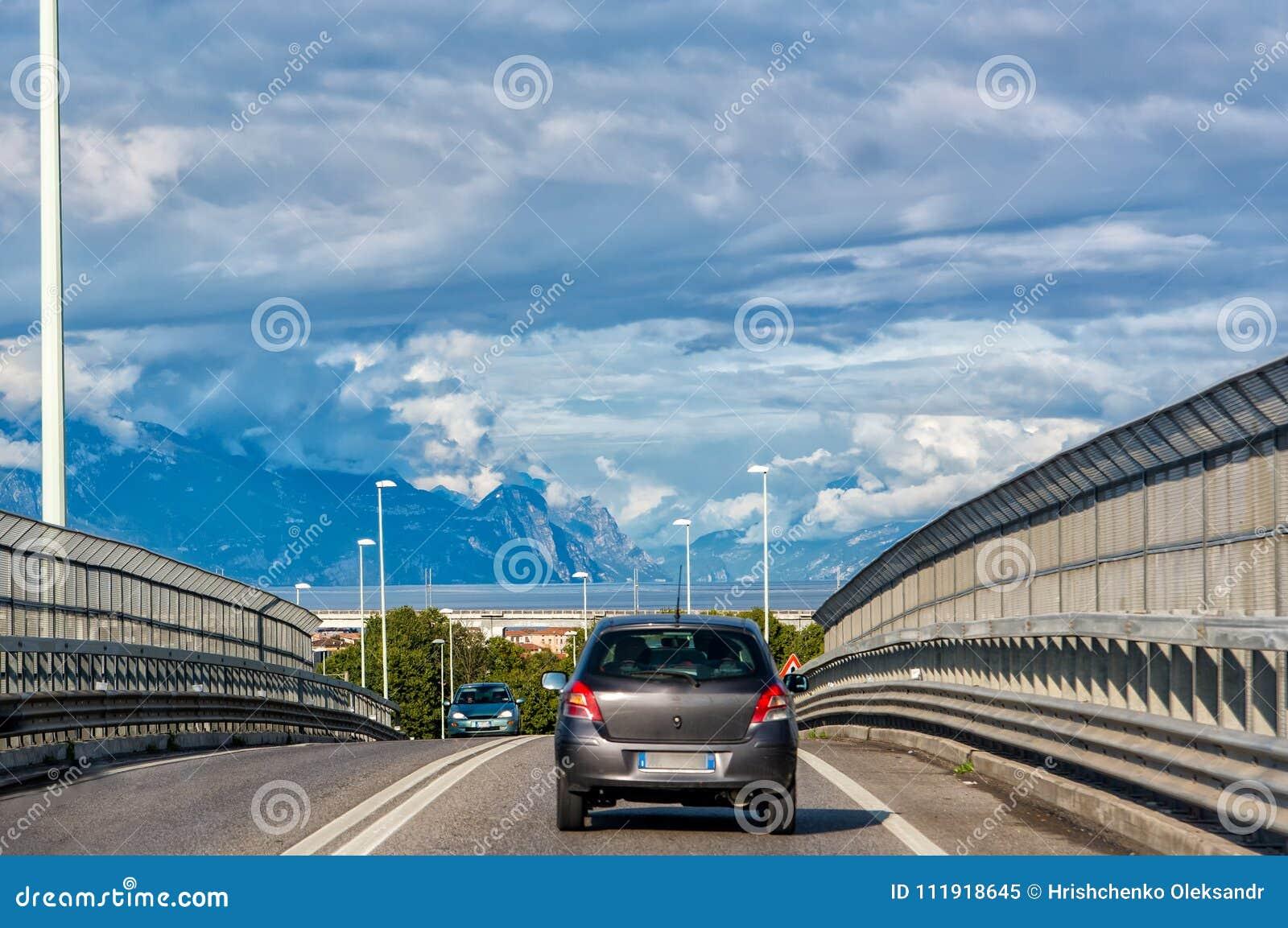 Autoreis in de bergen