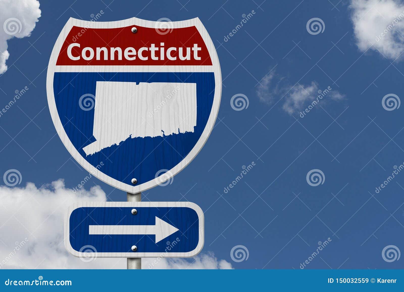 Autoreise zu Connecticut mit Himmel