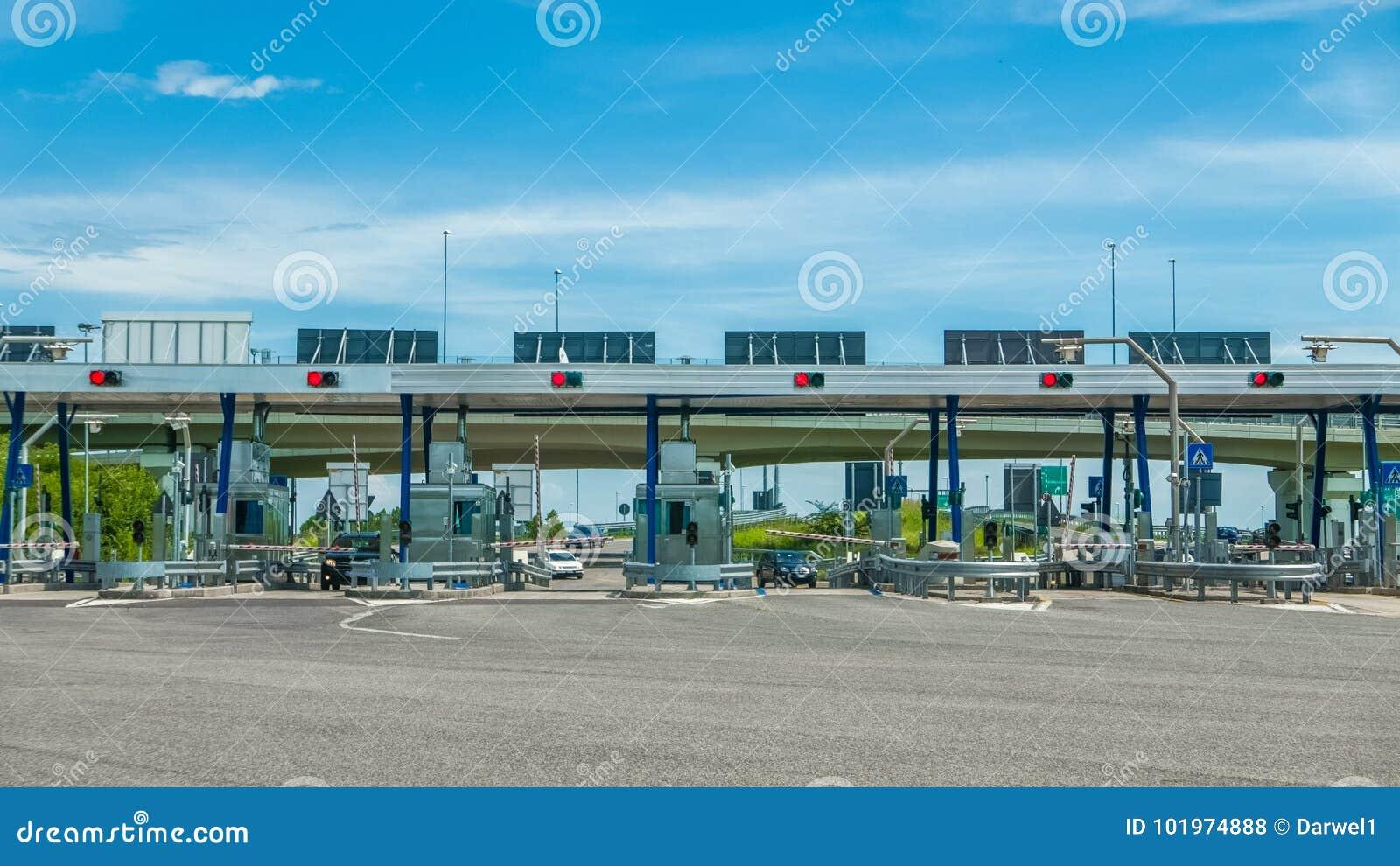Autosnelwegprijs bij de autosnelwegingang die wordt betaald
