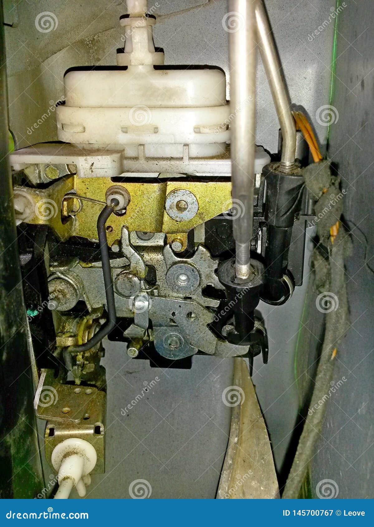 Autotürschlossmechanismus, elektrisch-pneumatisch, umfasst mit Staub