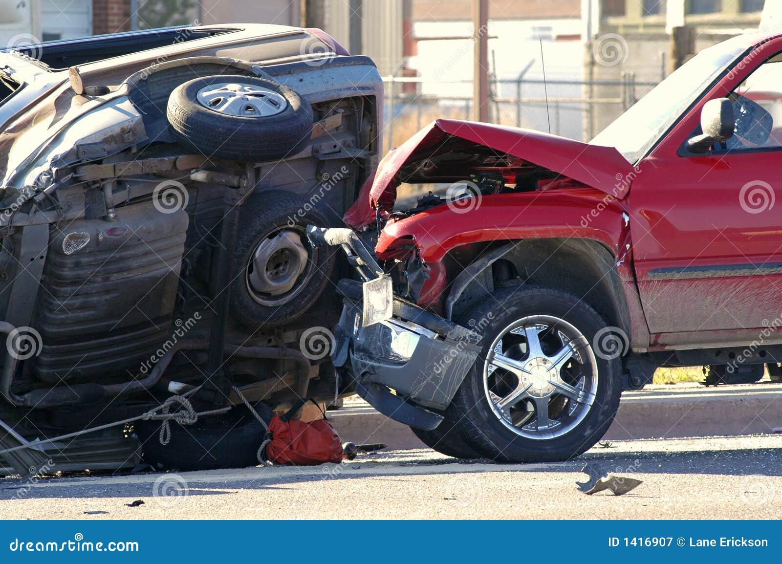 Autounfall stockbild. Bild von gebrochen, auto, zertrümmert - 1416907