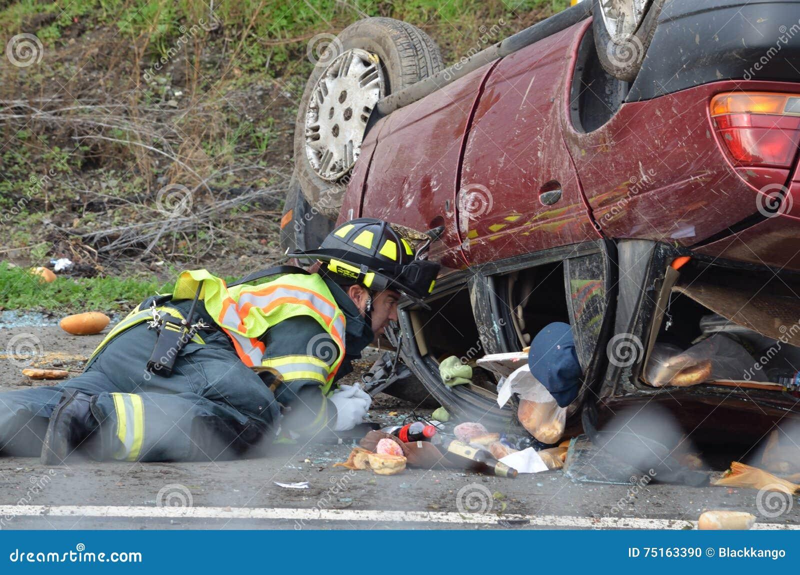 Autounfall Auf Kalifornien-Autobahn Redaktionelles Bild - Bild von ...