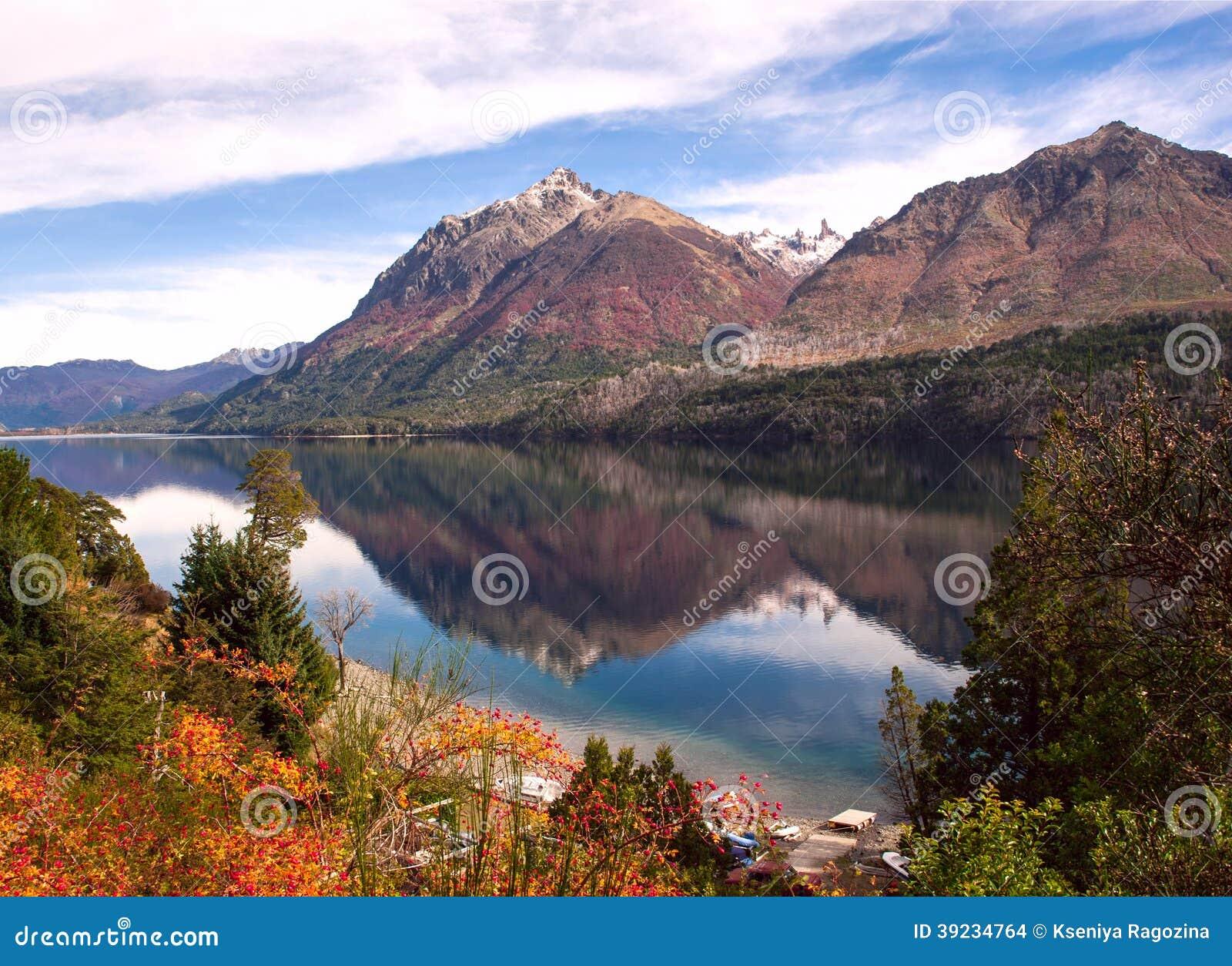 Autumn Colors in Meer Gutierrez, dichtbij Bariloche