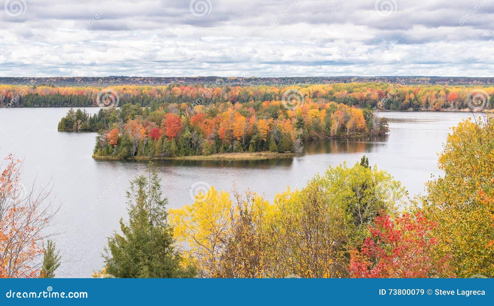 Autumn Colors, traînée de Highbanks, chemin détourné scénique d AuSable, MI