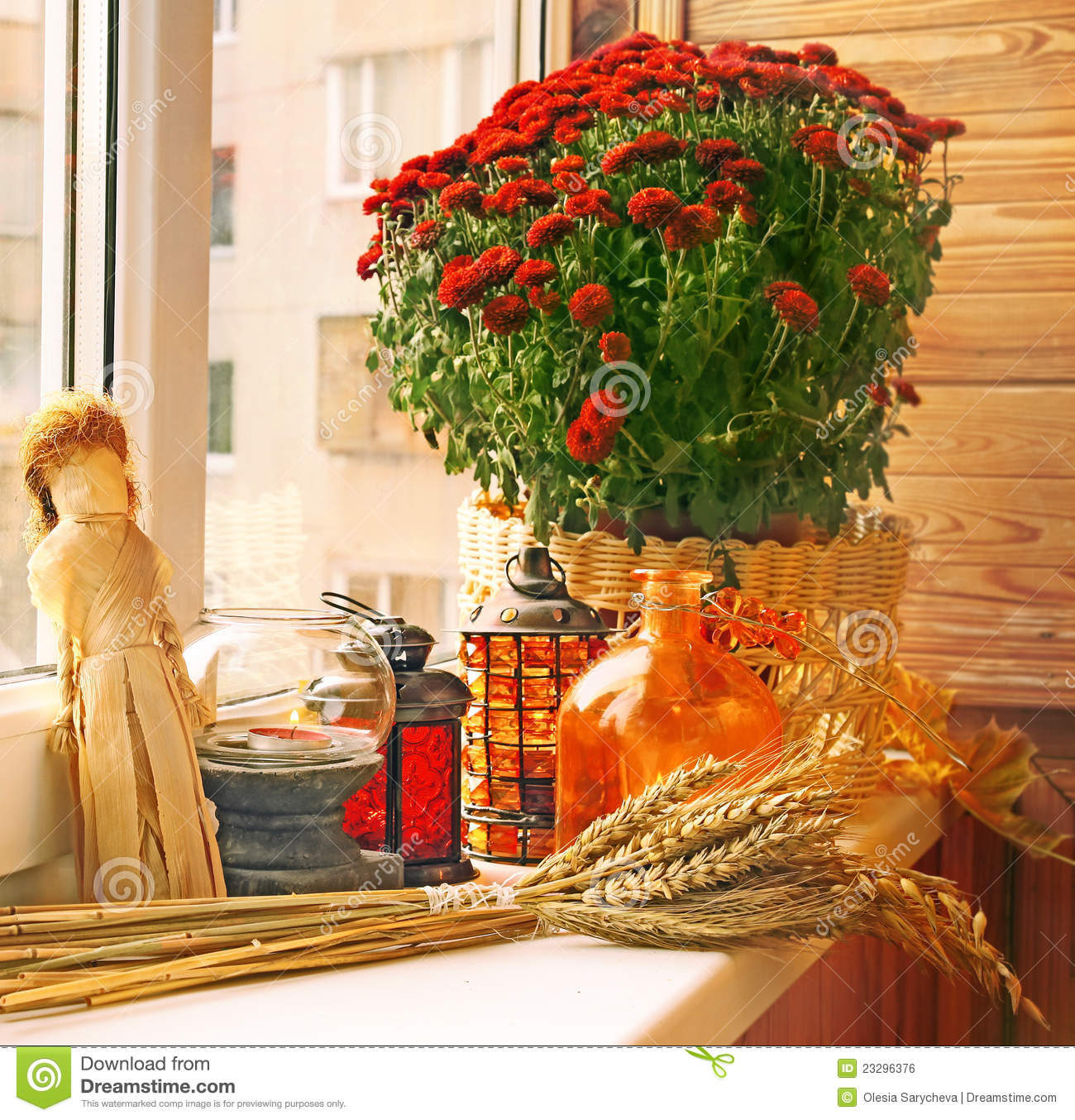 Autumn decoration of balcony royalty free stock image - Decoration de table pour halloween ...