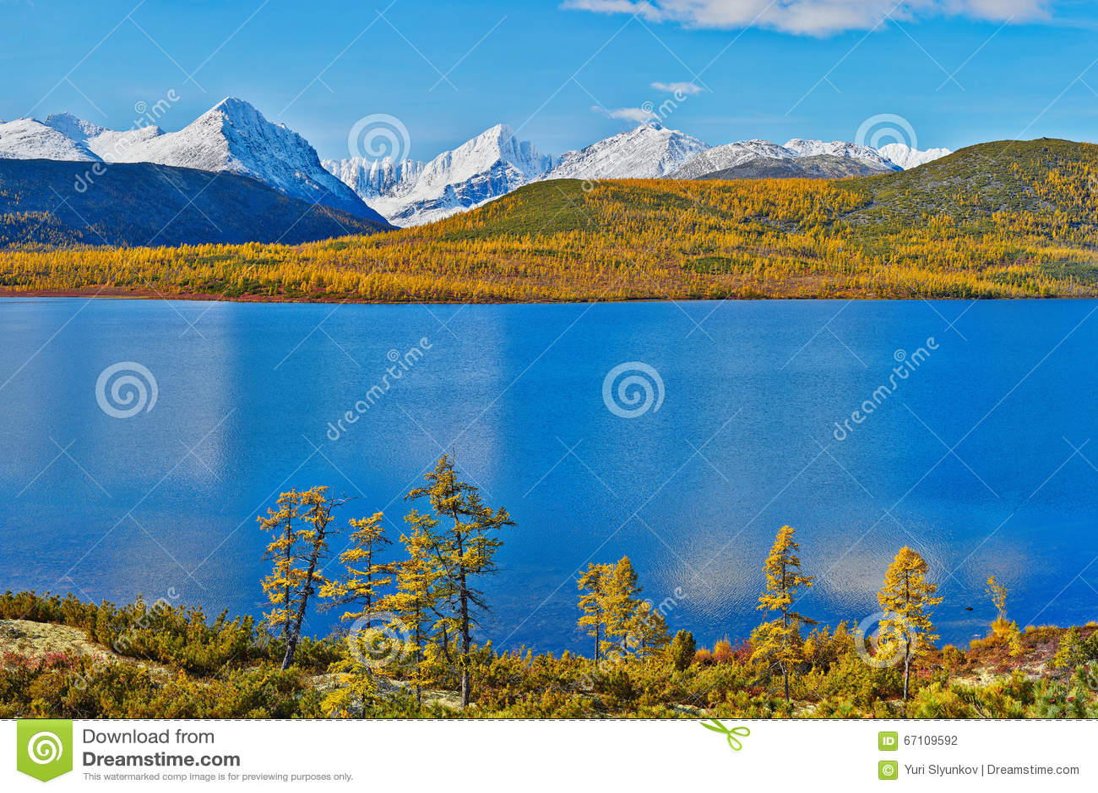 Autumn on Jack Londona s lake. Mountains in snow. Kolyma 2