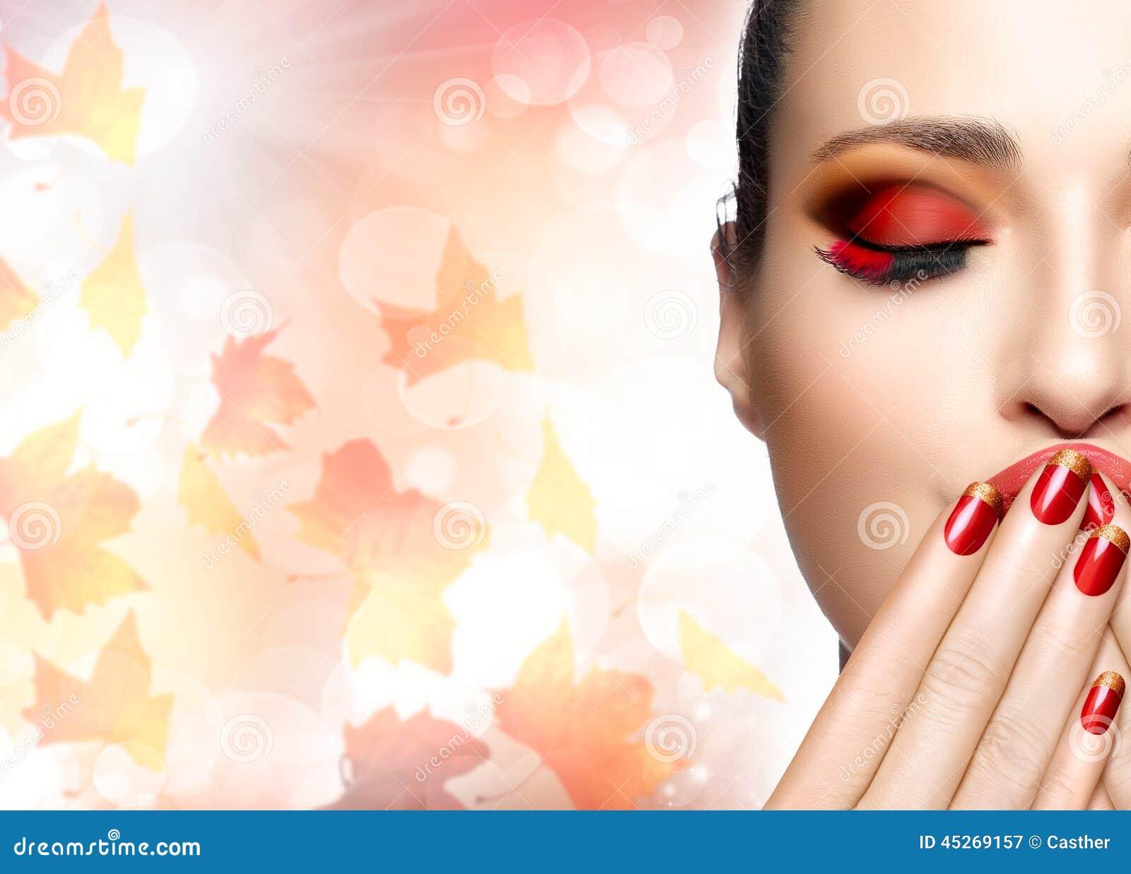 Autumn Makeup Und Nagel Art Trend Fall-Schönheits-Mode-Mädchen ...