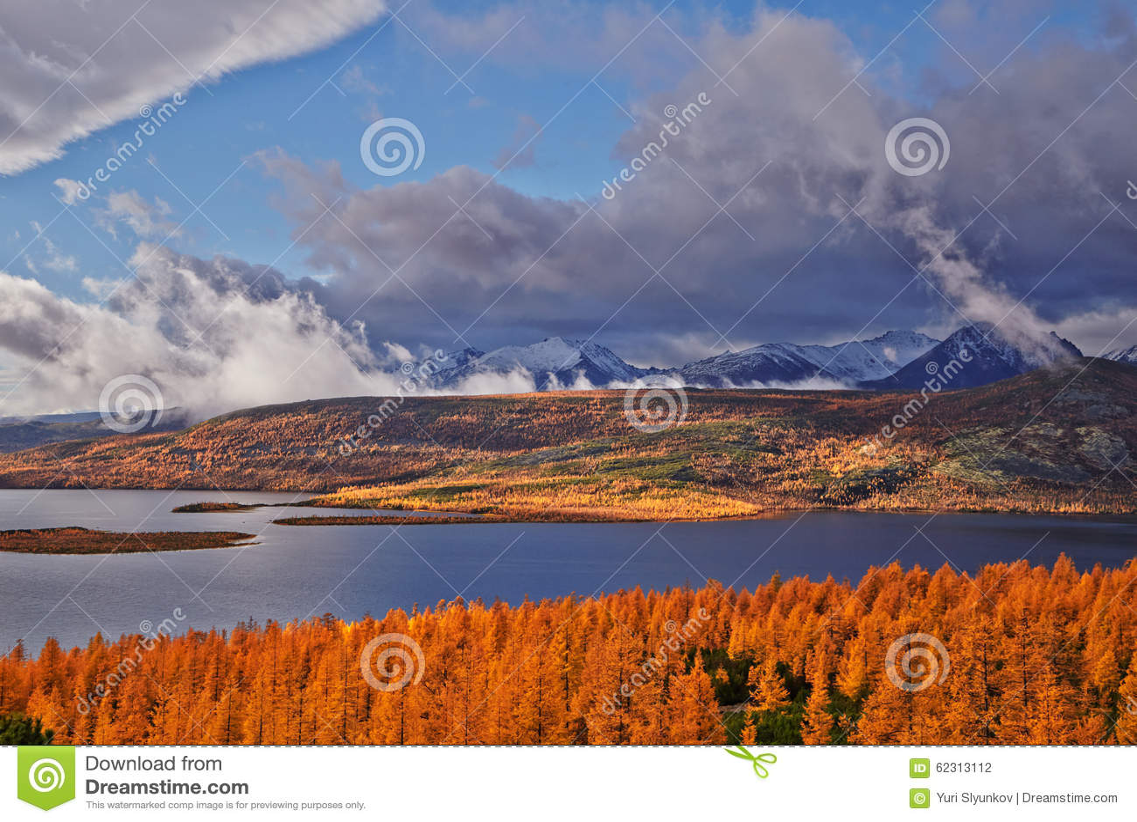 Autumn. After a rain. Jack Londons lake