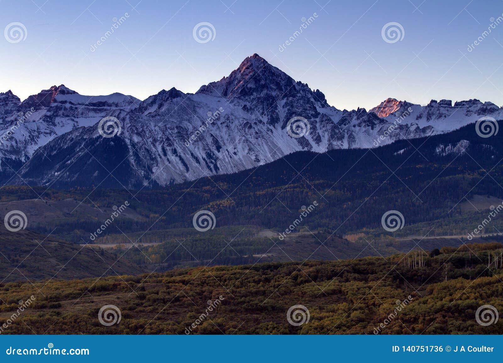 Autumn Sunrise i Sanen Juan Mountains av Colorado