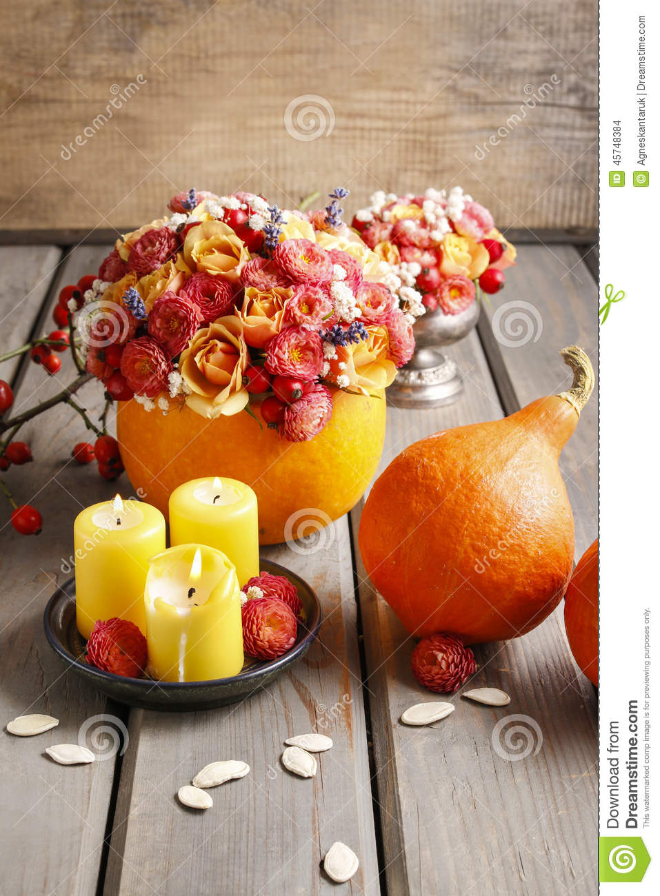 autumn table decoration bouquet in pumpkin and candles. Black Bedroom Furniture Sets. Home Design Ideas