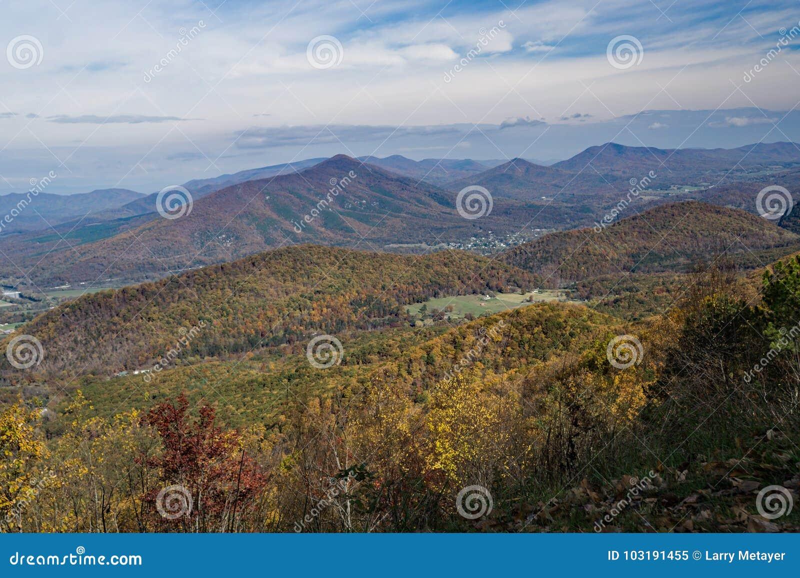 Autumn View de Ridge Mountains azul, Virgínia, EUA
