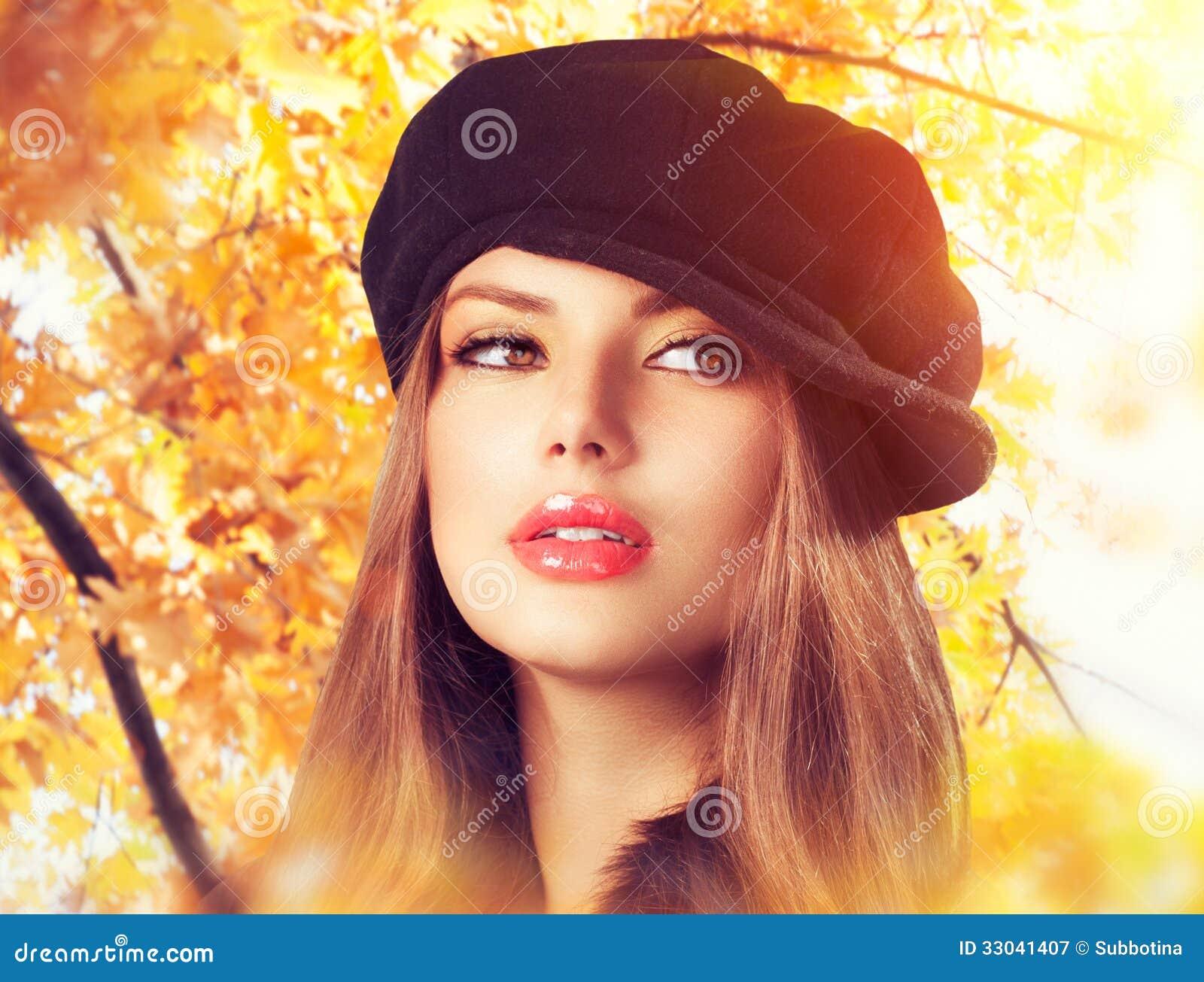 Autumn Woman in einem Barett