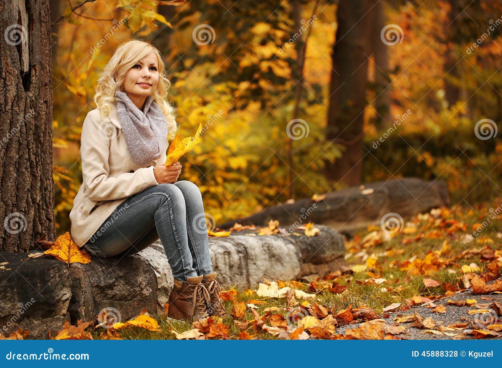 Картинки осень девушка блондинка