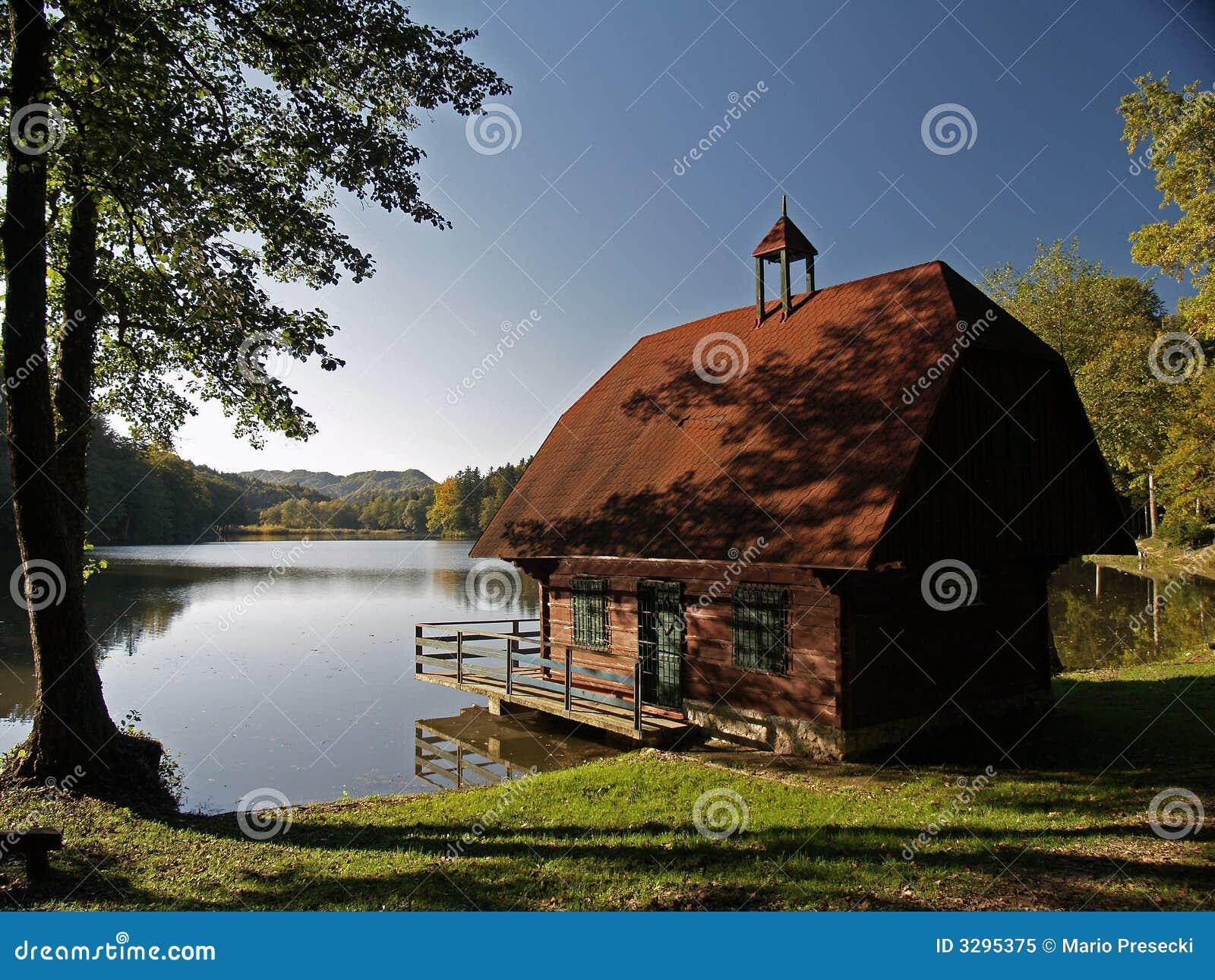 Autunno in anticipo nel lago