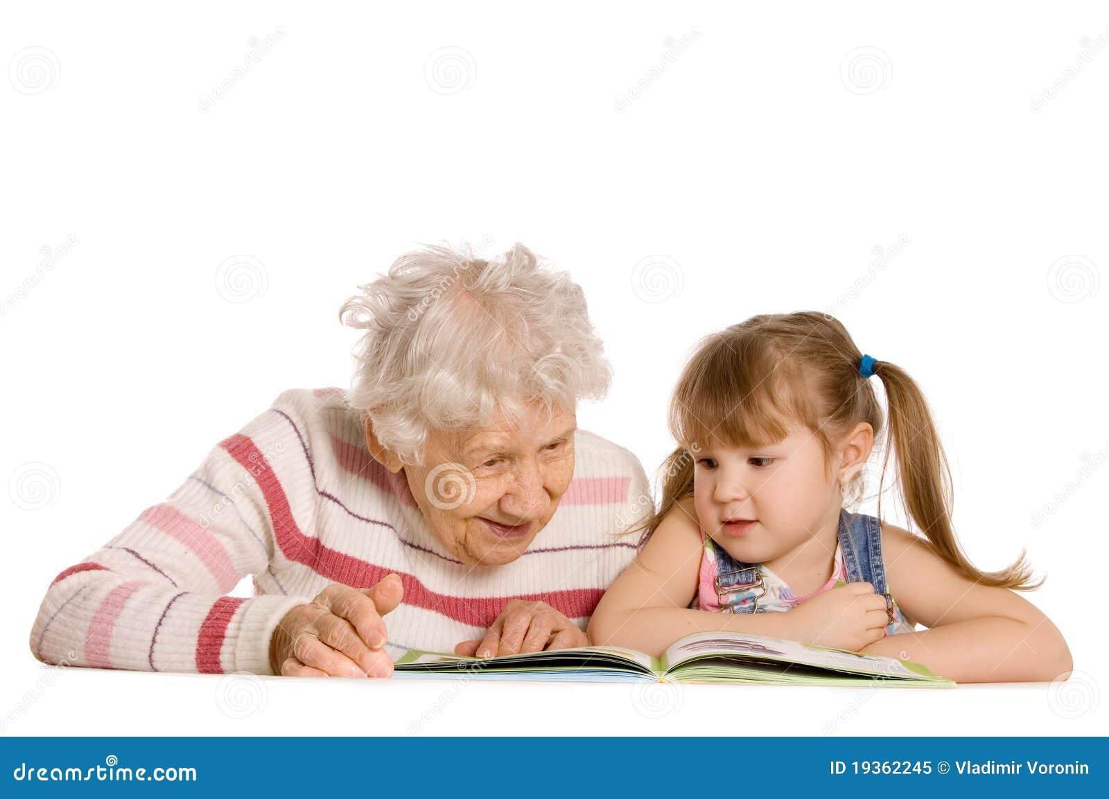Avó com a neta lida