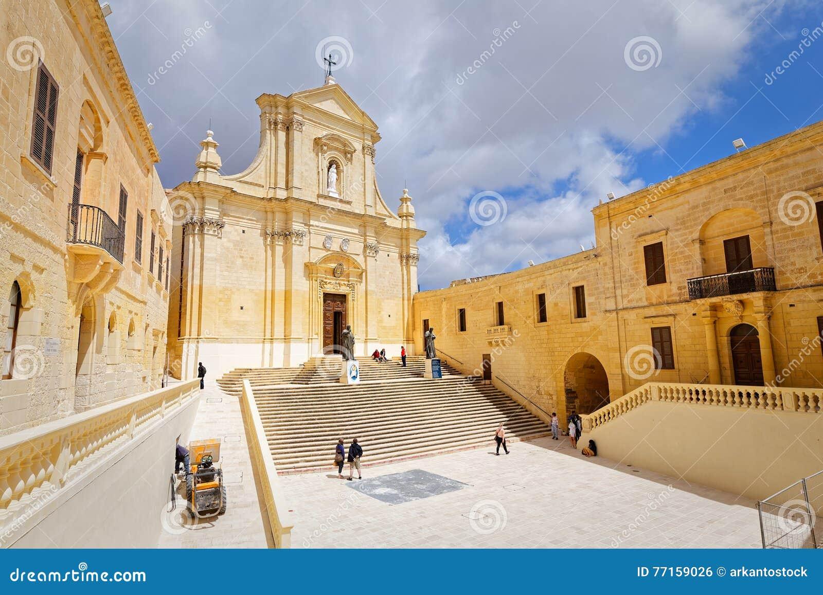 Avant-cour de la cathédrale de St Mary, Gozo