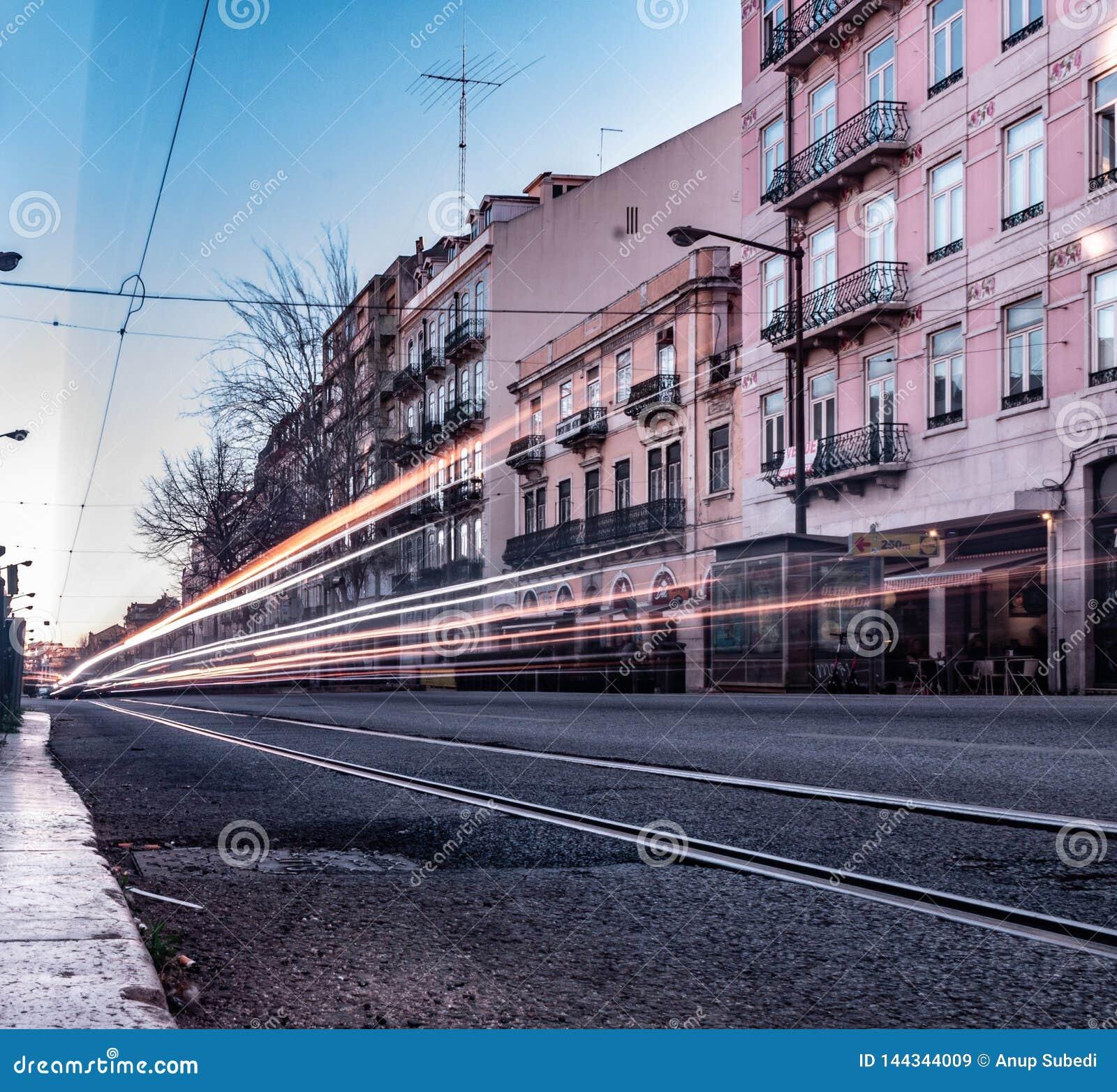 Avenida Almirante Reis, langes Belichtungsfoto Lissabons