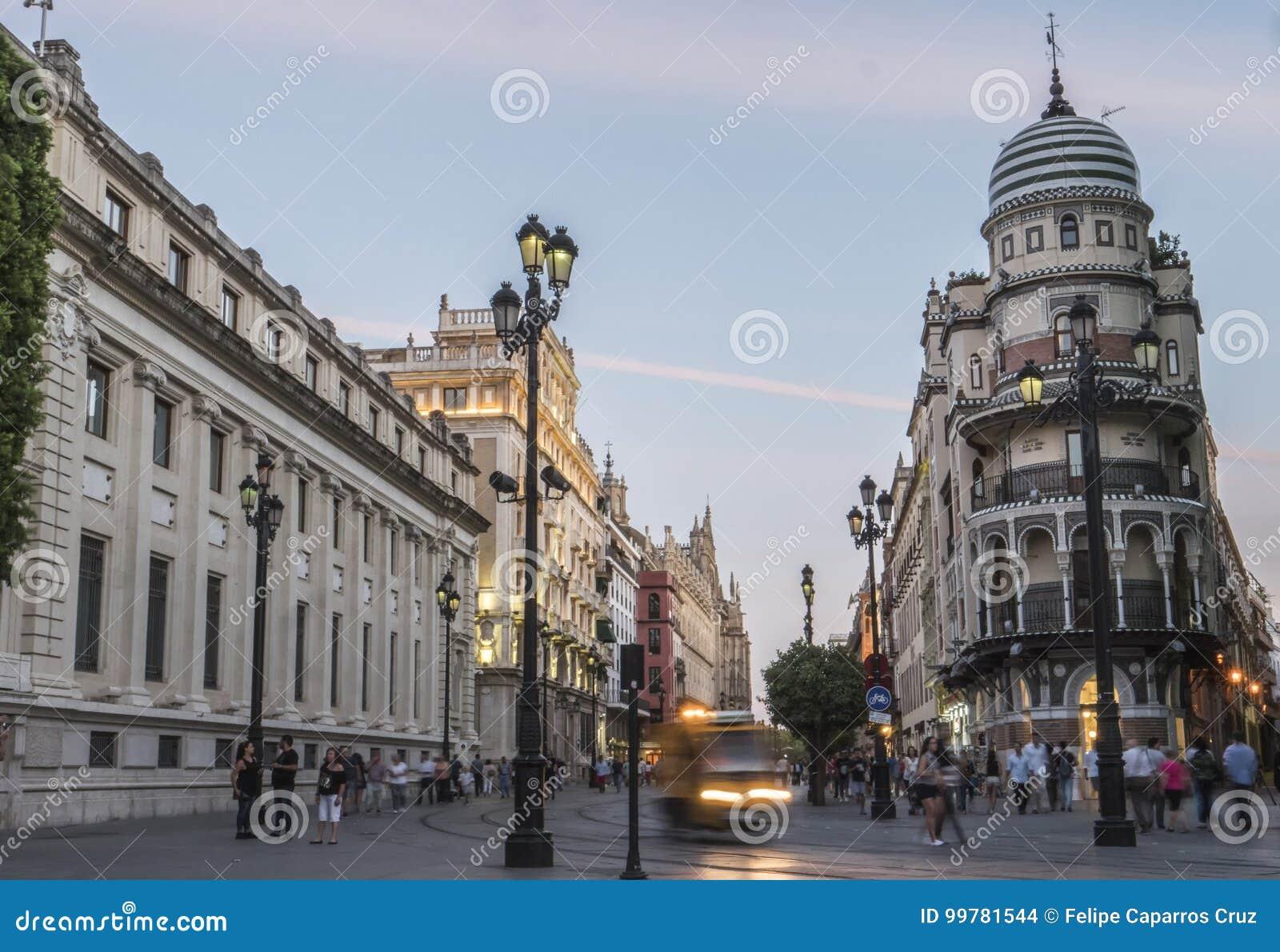 Avenida no por do sol, Sevilha da constituição