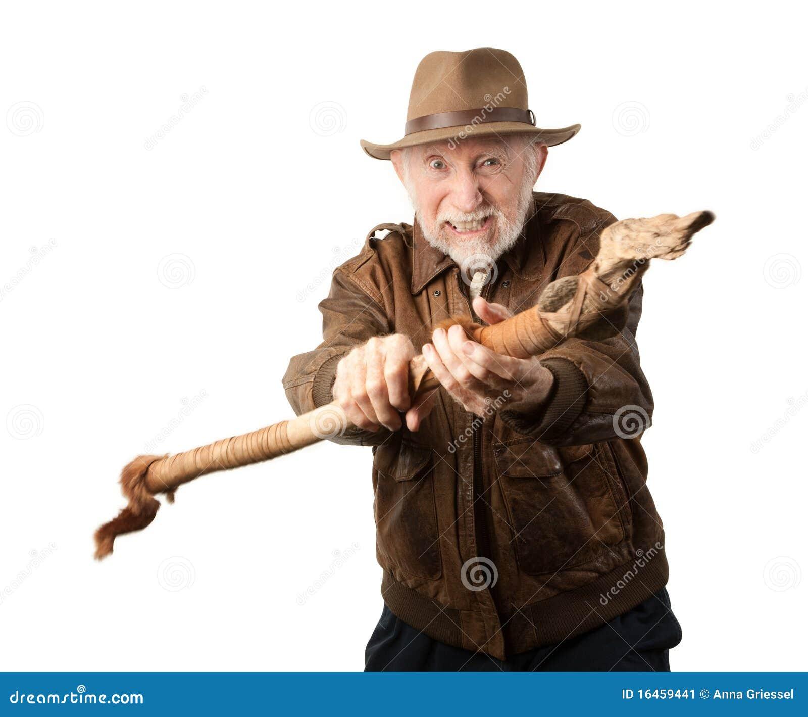 Aventurero o arqueólogo que se defiende