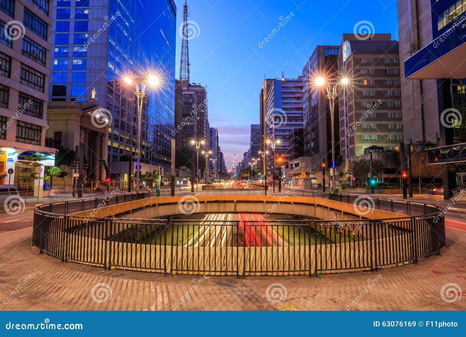 Download Avenue De Paulista Au Crépuscule à Sao Paulo Image stock - Image du construction, capital: 63076169