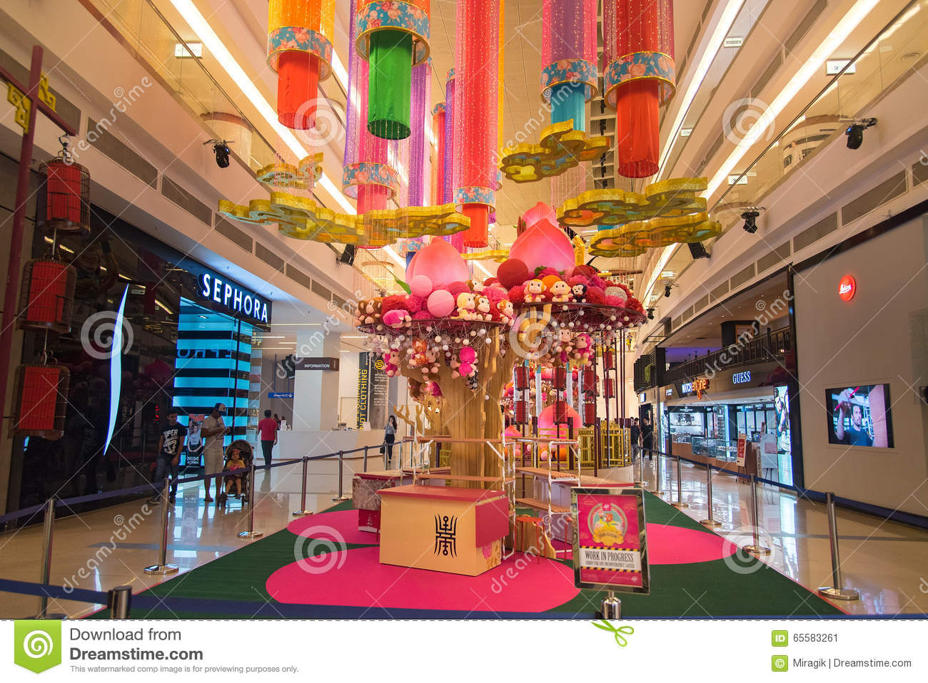 Avenue k shopping mall interior editorial photo image for Interior decoration for new year