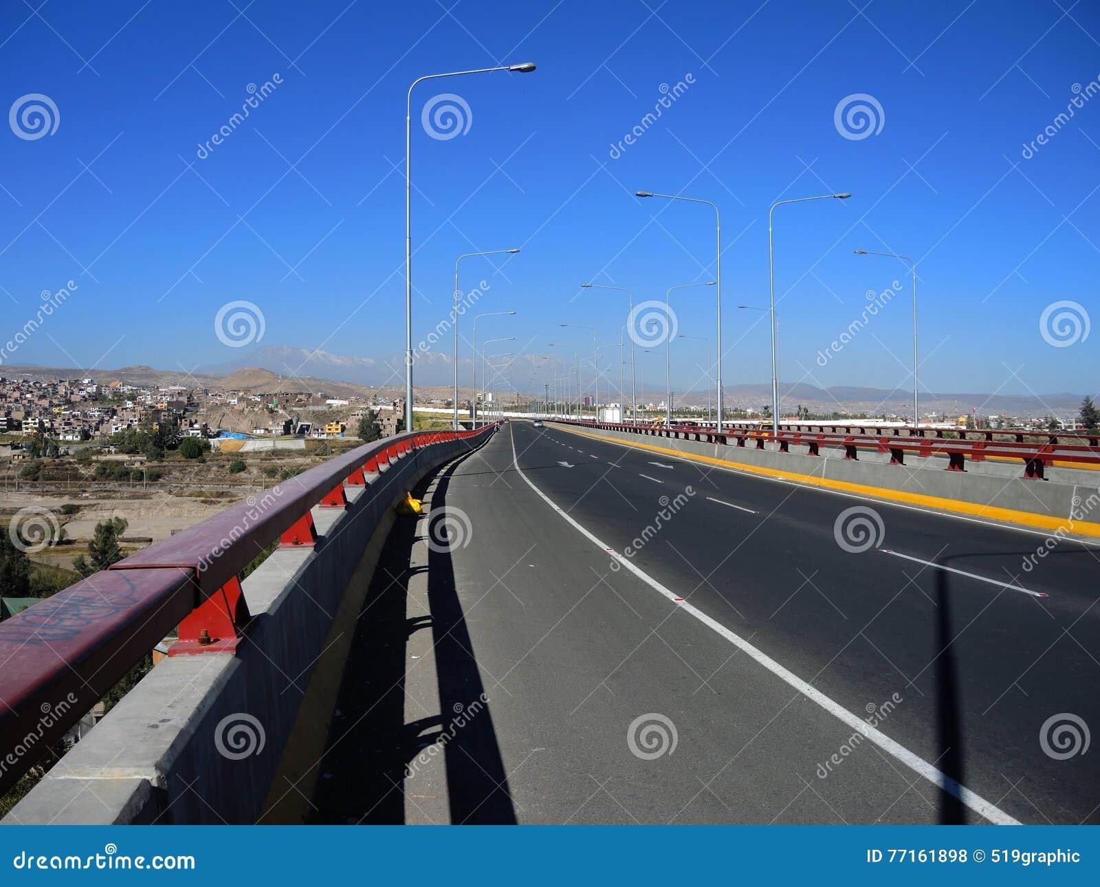 Avenue moderne, Arequipa, Pérou