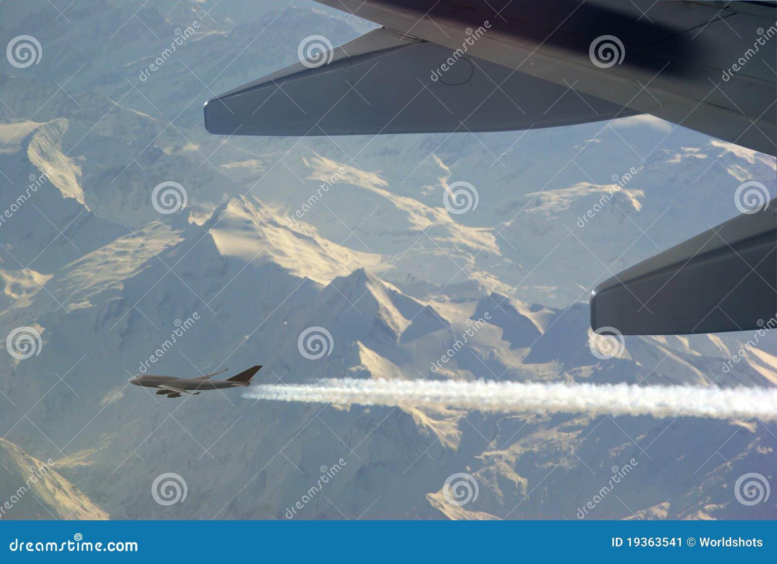Avião com contrail