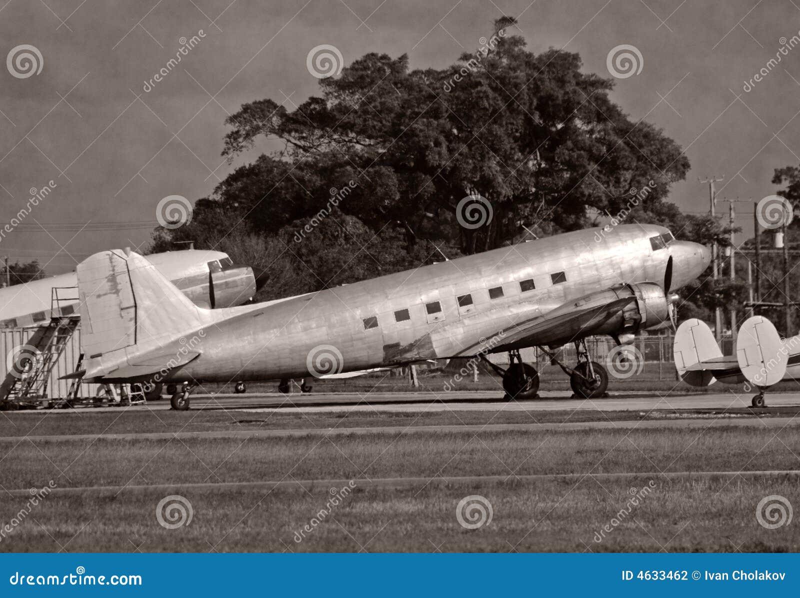 Avião DC-3 retro