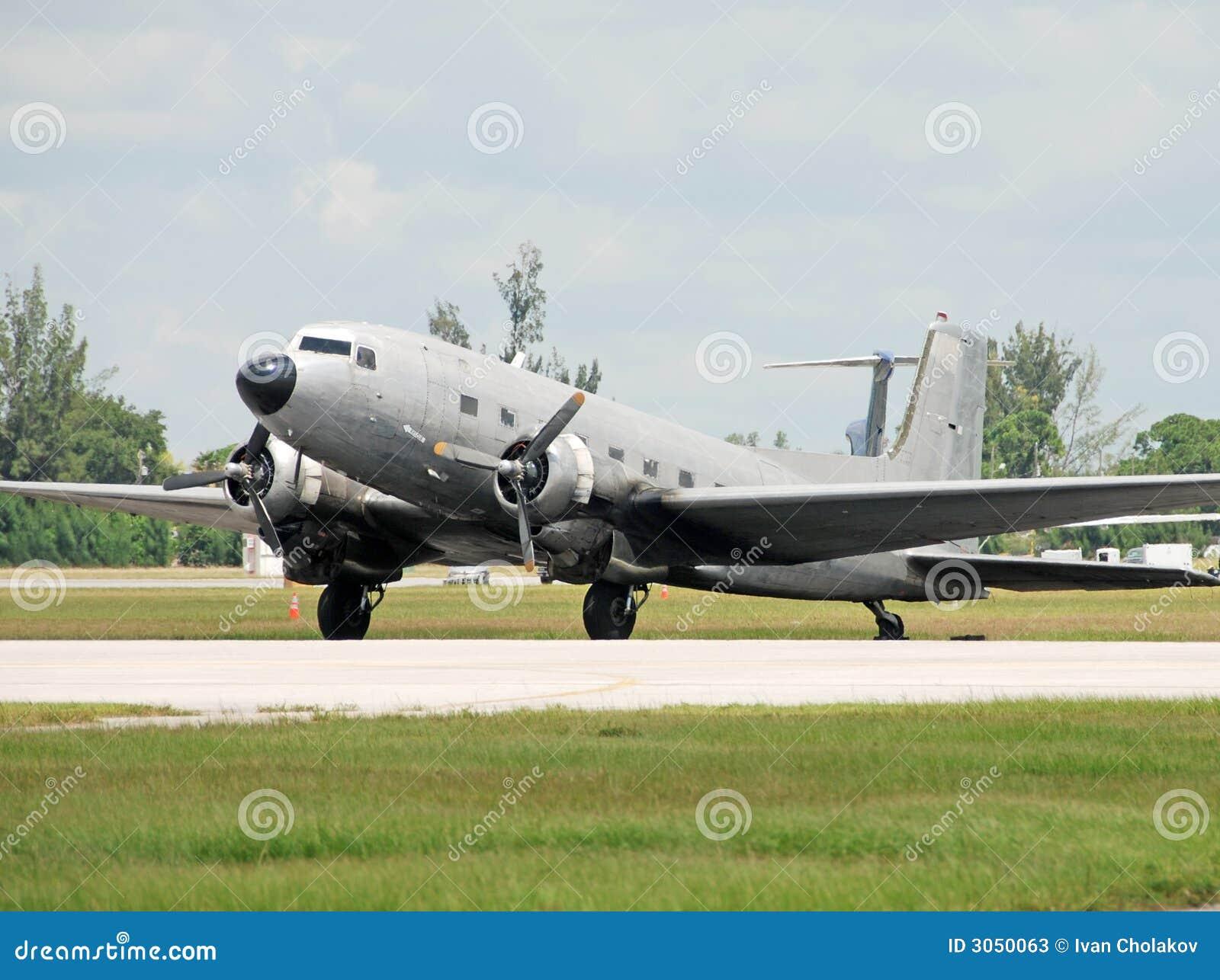 Avião de carga do vintage