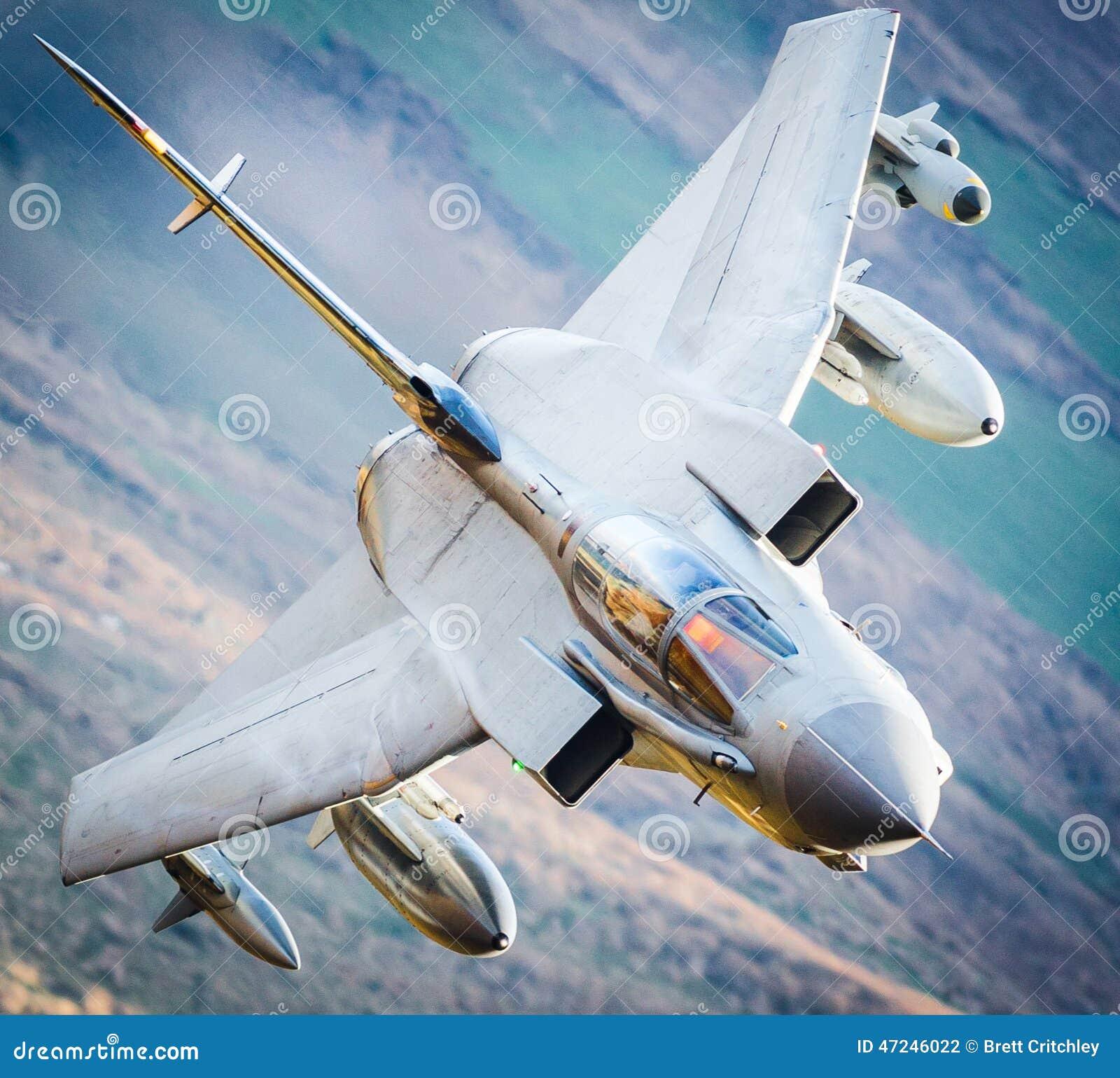 Avião de combate em voo