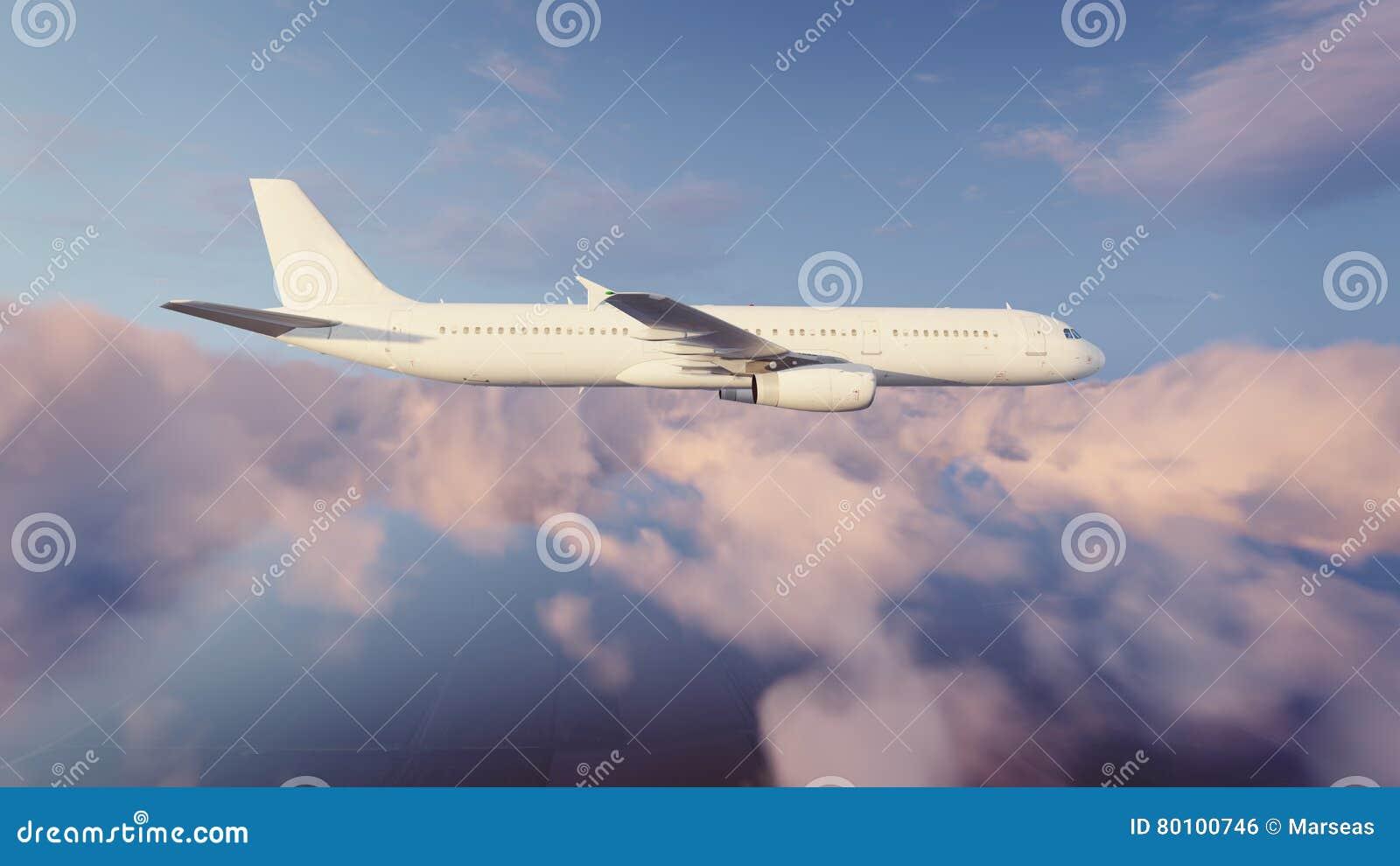 Avião de passageiros do passageiro no céu nebuloso da noite