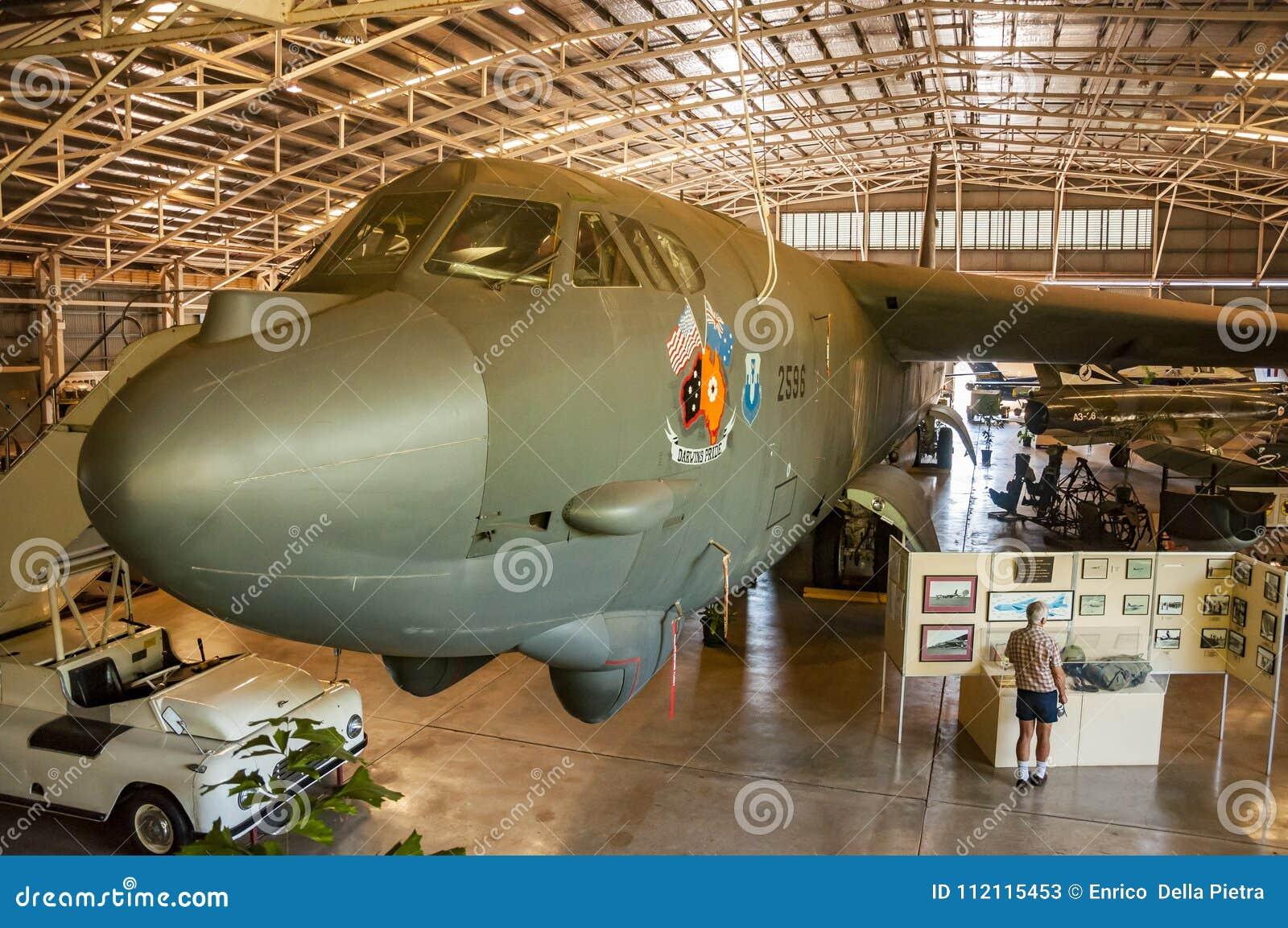 Avião dentro de Darwin Military Museum