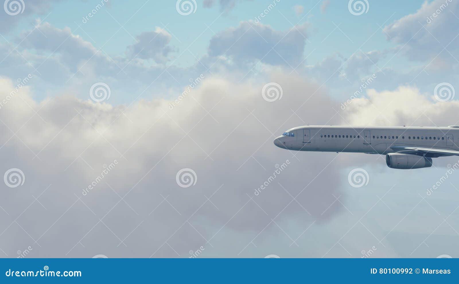 Avião do passageiro no céu nebuloso