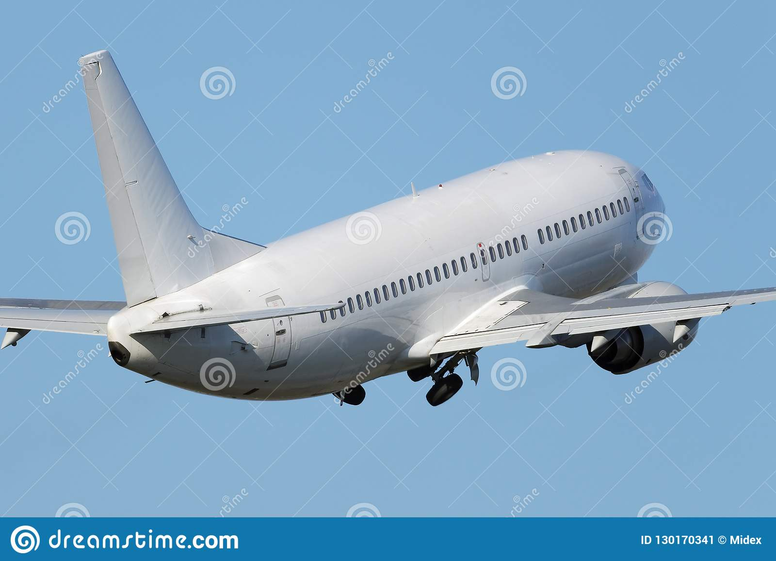 Avião estreito branco do jato do corpo
