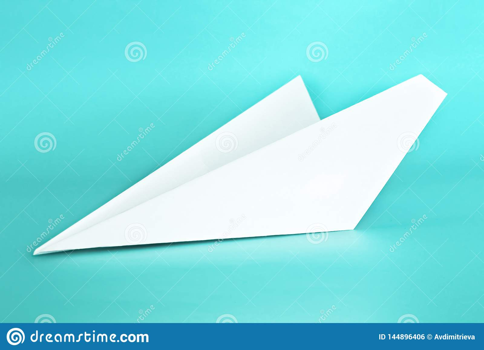 Avión del Libro Blanco en fondo azul en colores pastel del color