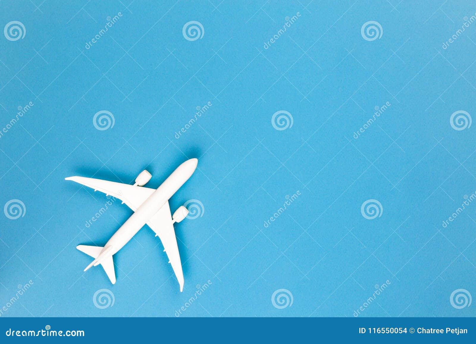 Avión Modelo, Aeroplano En Fondo Azul De Color En Colores Pastel Con ...
