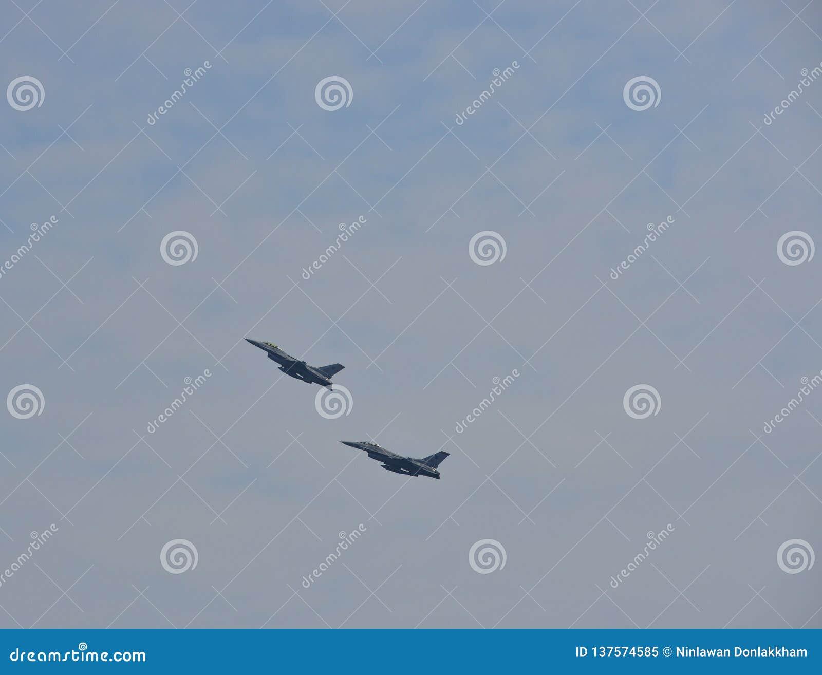 Aviões de lutador que executam em Singapura
