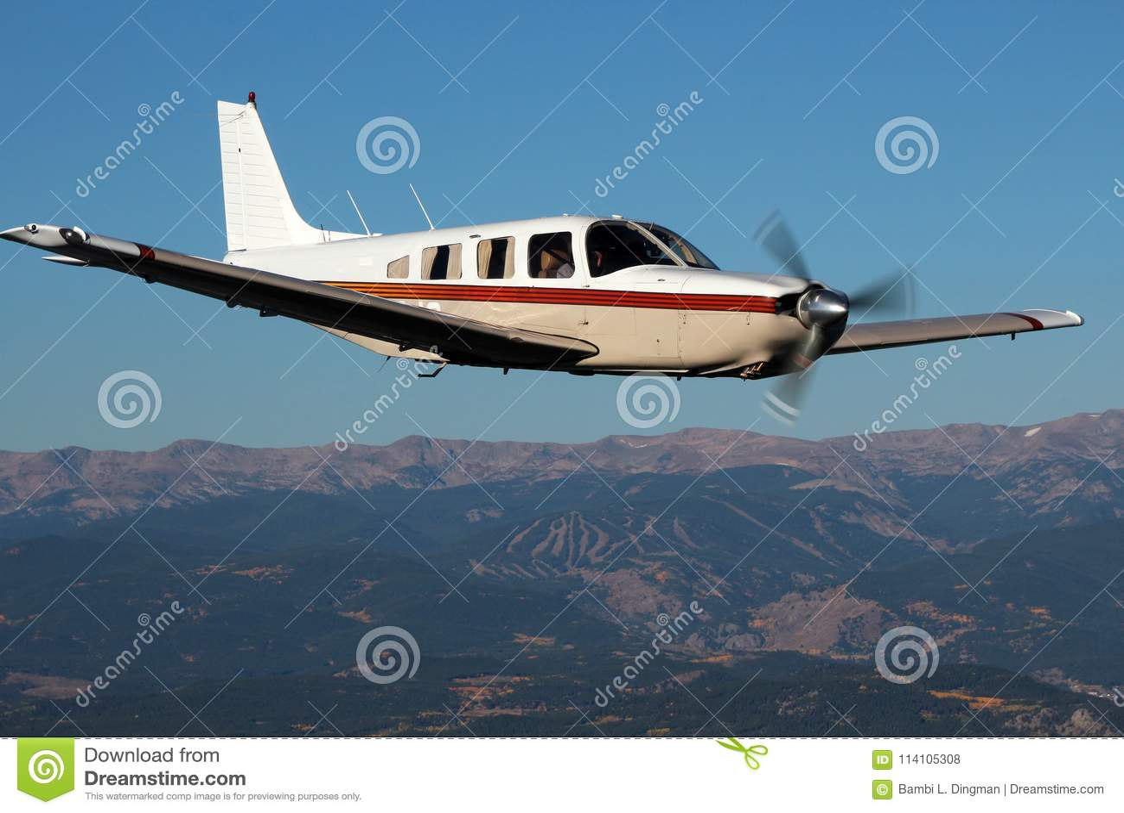 Aviación general - Piper Saratoga Aircraft