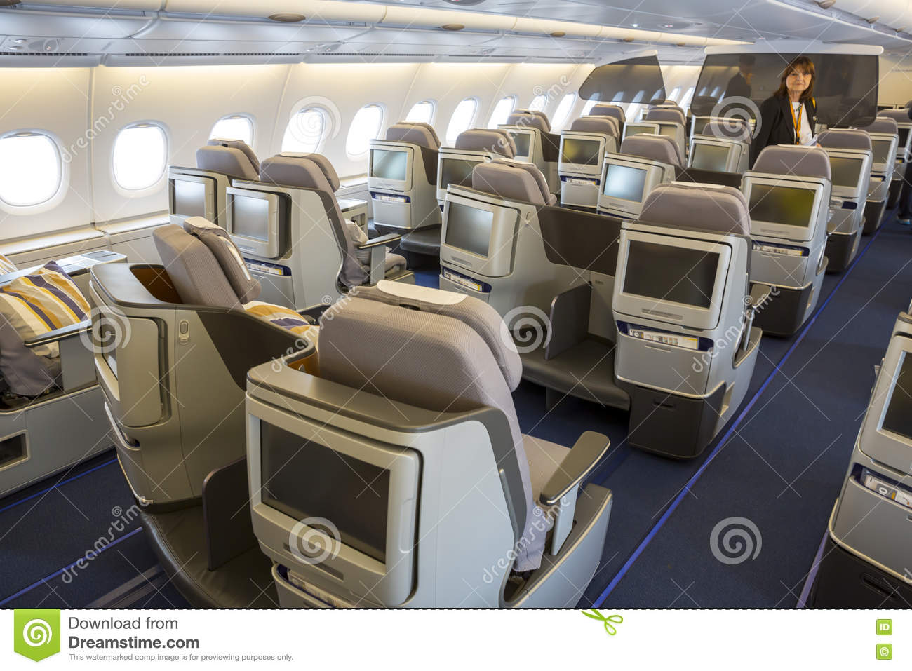 Avion d 39 airbus a380 l 39 int rieur des si ges image stock for Interieur airbus a380