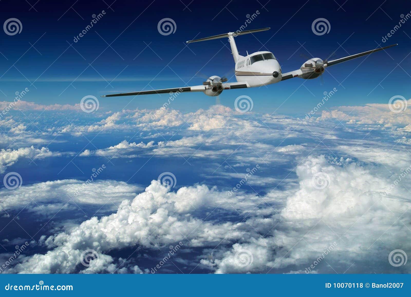avion de luxe vol de ciel bleu photos libres de droits. Black Bedroom Furniture Sets. Home Design Ideas