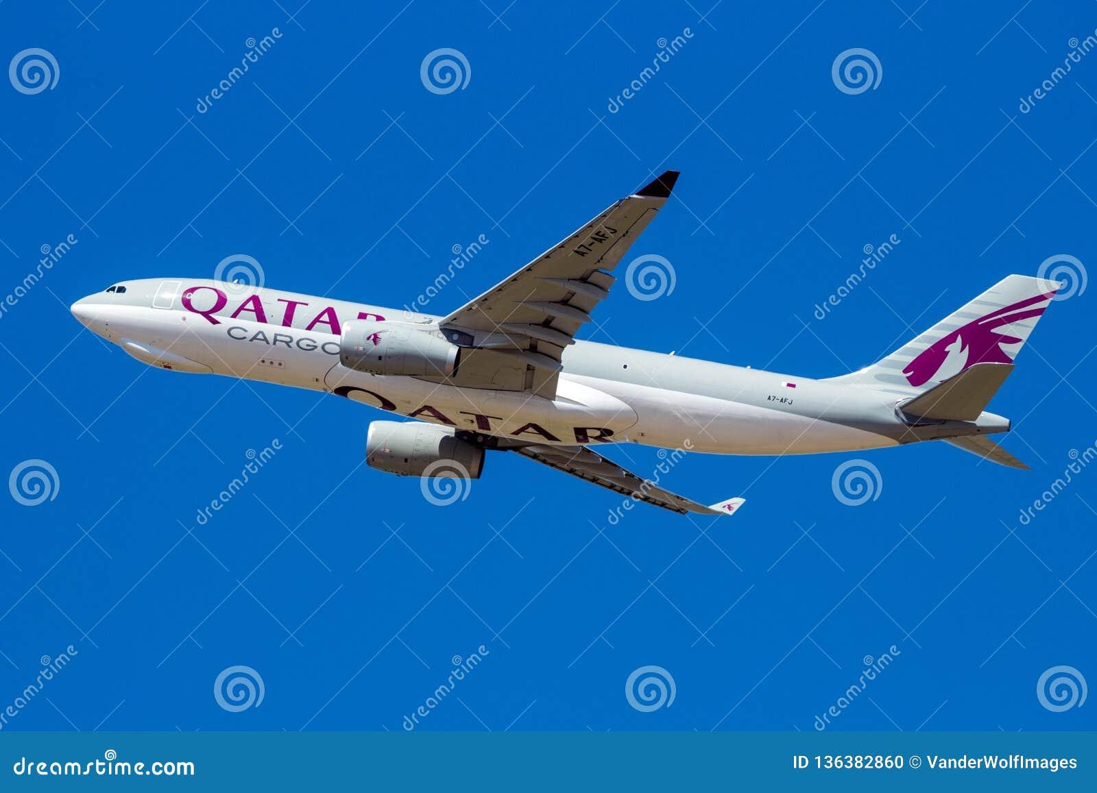 Avion de transport d Airbus A330 de cargaison de Qatar Airways