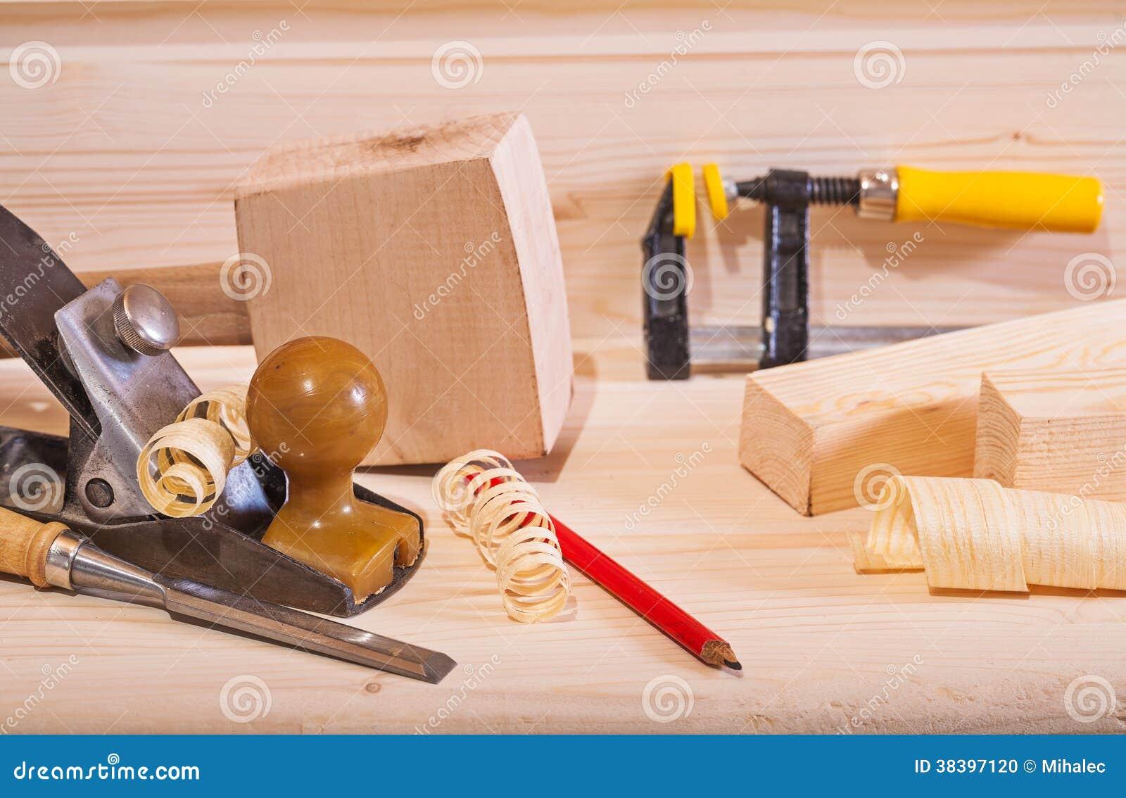 avion de travail du bois avec d 39 autres outils sur le. Black Bedroom Furniture Sets. Home Design Ideas