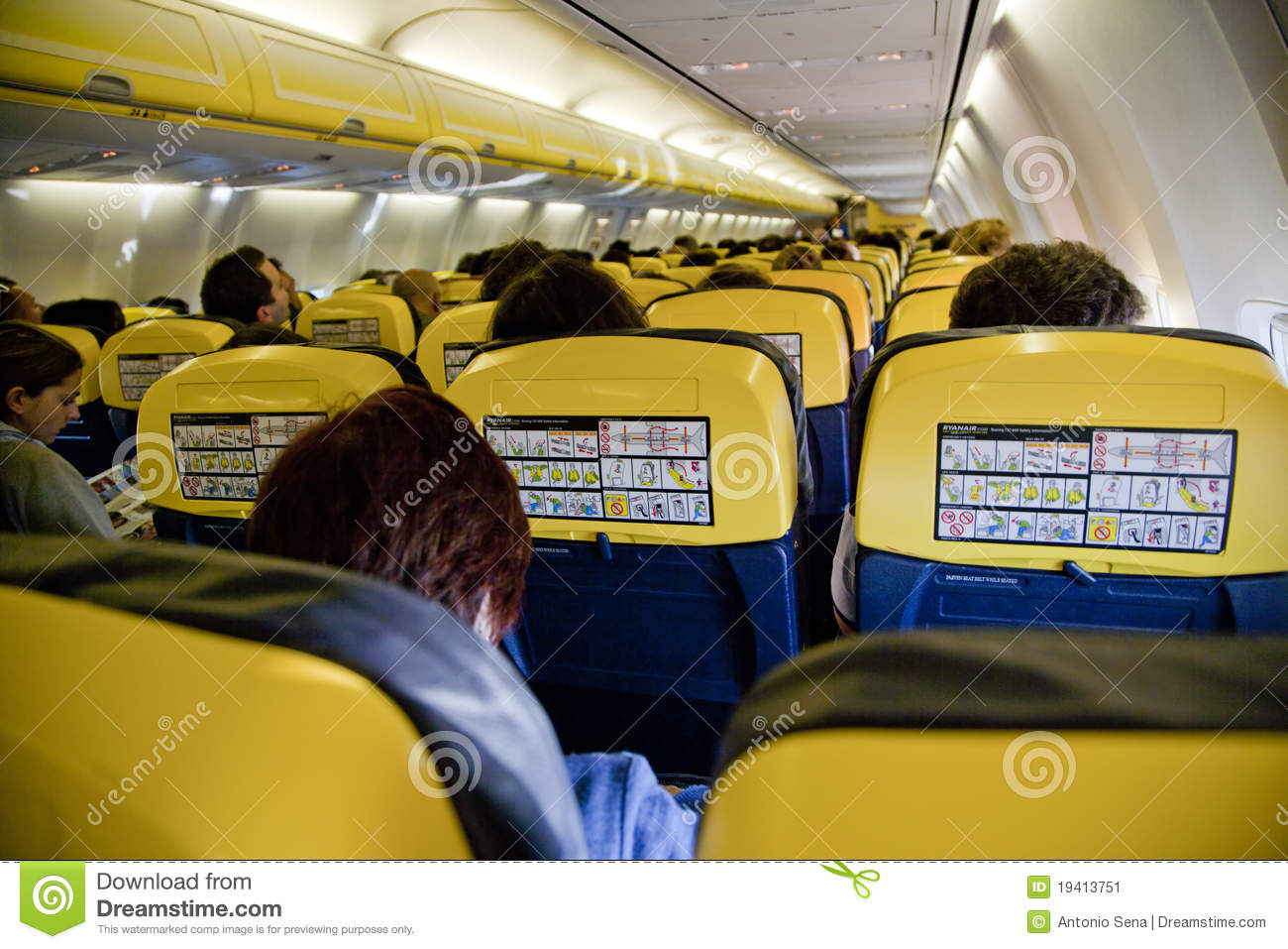 Avion int rieur photo ditorial image du course public for Interieur avion ryanair