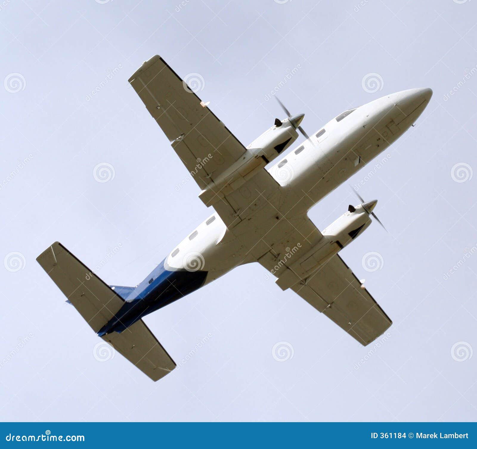 Avion léger de dessous