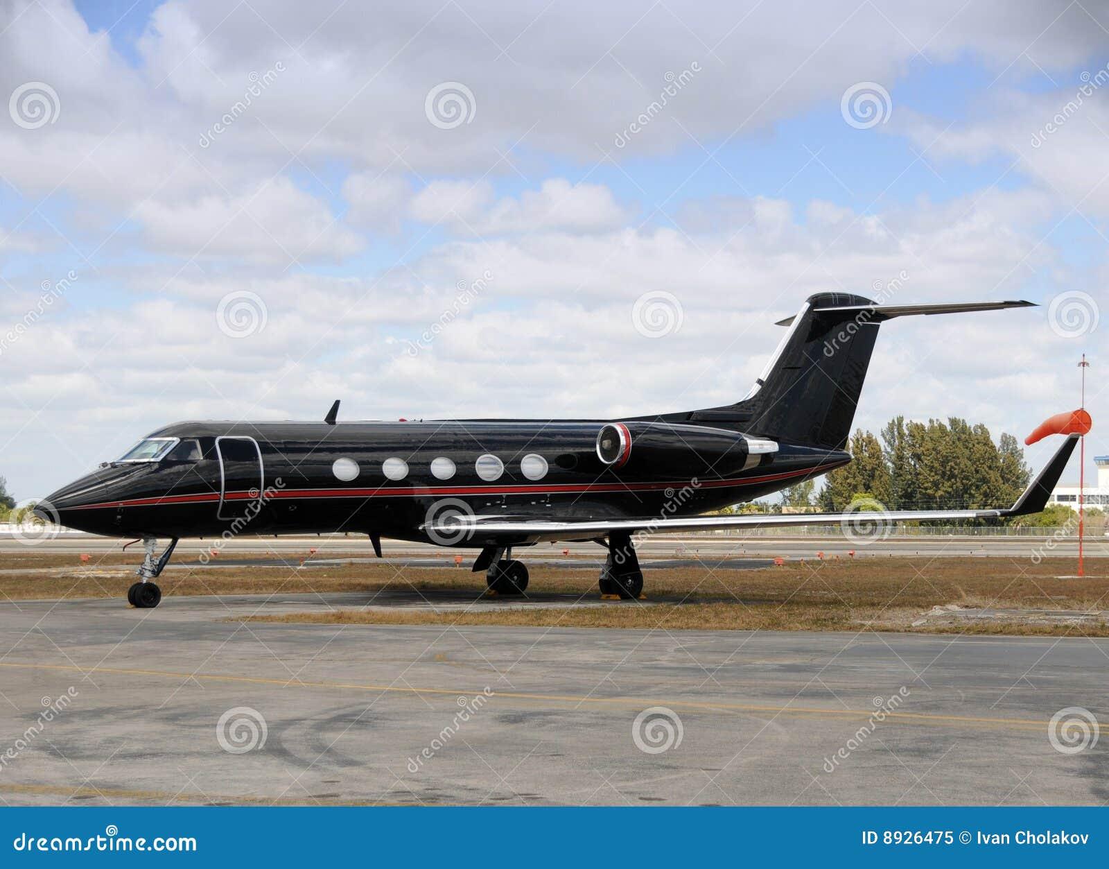avion noir d 39 avion r action image stock image du luxe luxueux 8926475. Black Bedroom Furniture Sets. Home Design Ideas