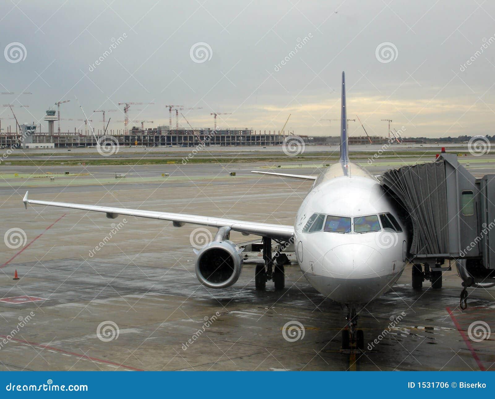 Avion sur l aéroport