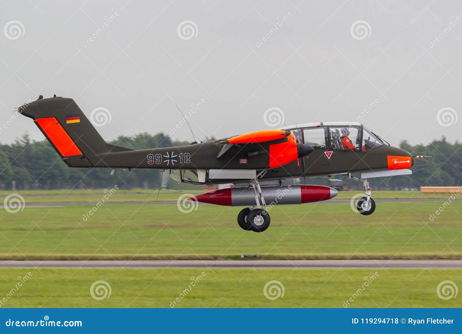 Aviones de la insurrección contraria bimotora de la fuerza aérea del caballo salvaje alemán anterior de norteamericano Rockwell O