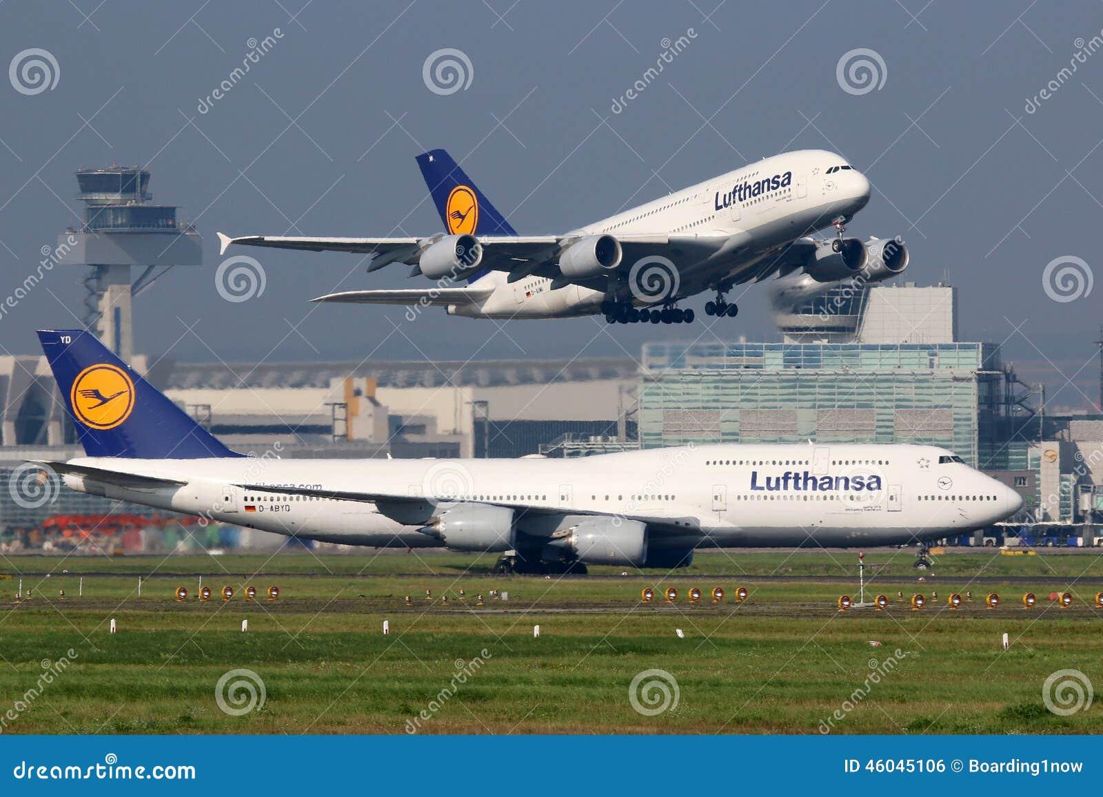 Avions de Lufthansa à l aéroport de Francfort