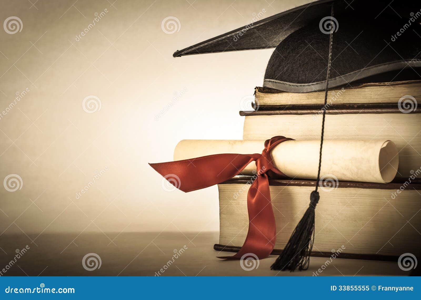 Avläggande av examensnirkel- och bokbunt