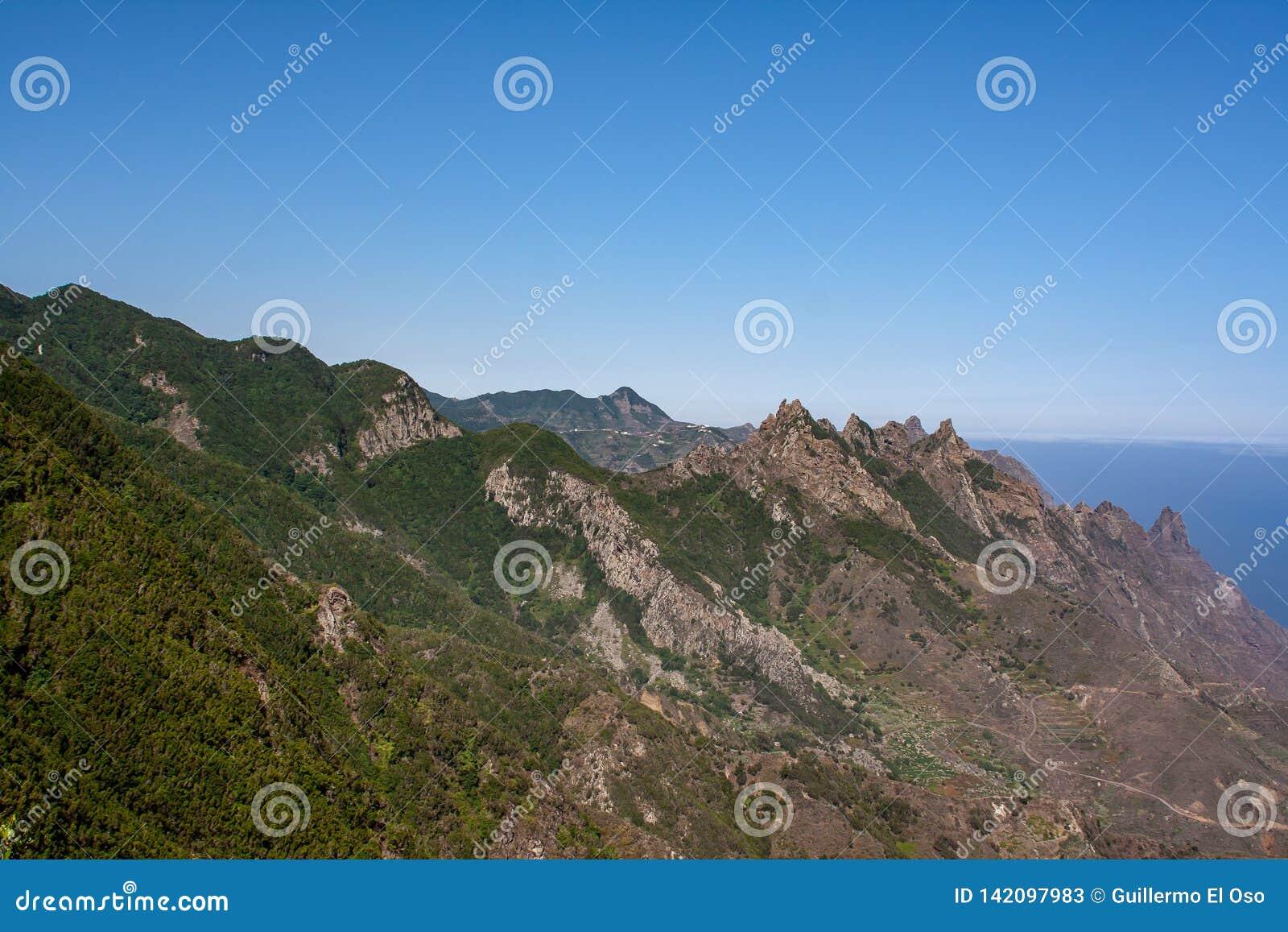 Avlägsen sikt över det Anaga berget